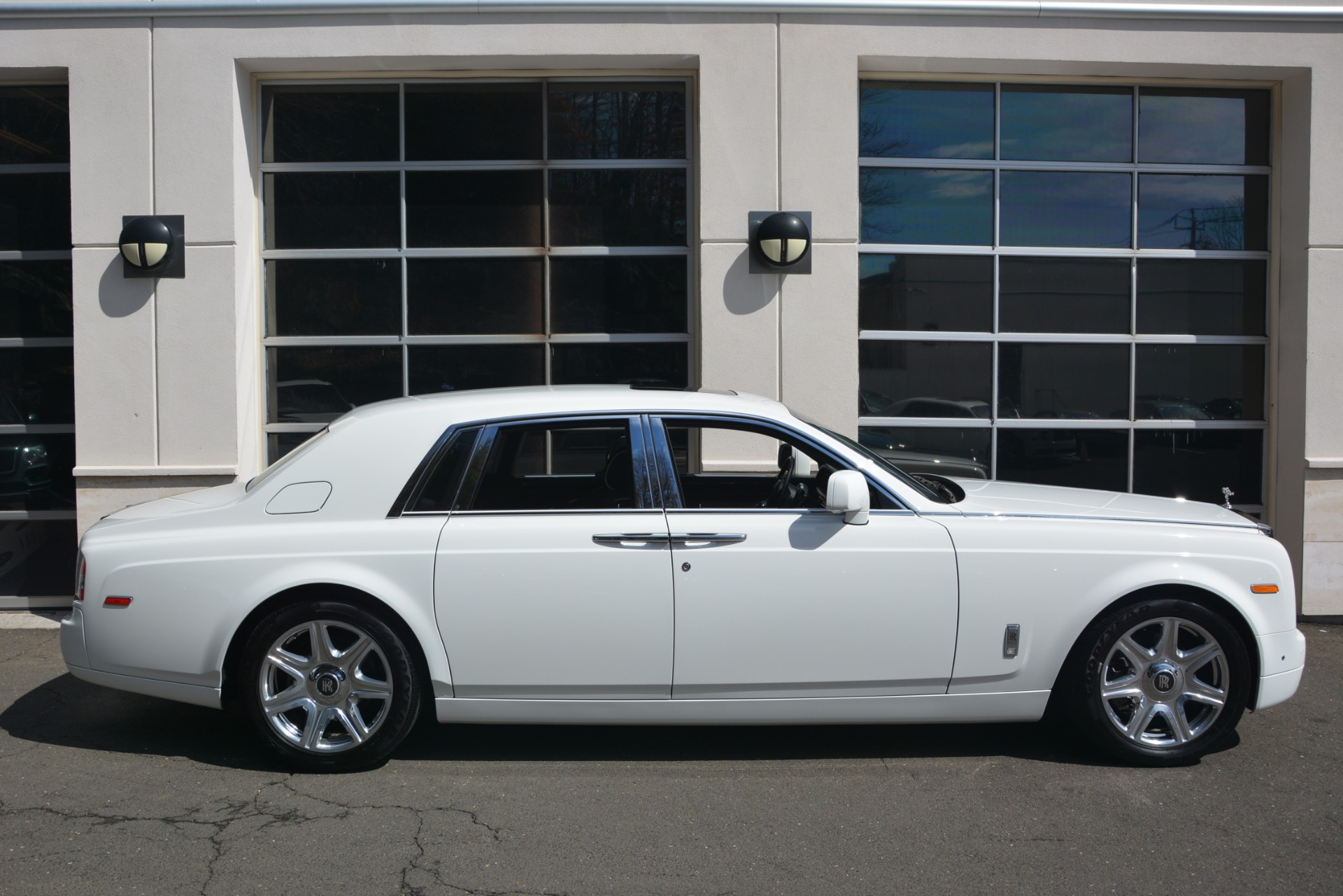 Used 2014 Rolls-Royce Phantom  For Sale In Westport, CT 2998_p10