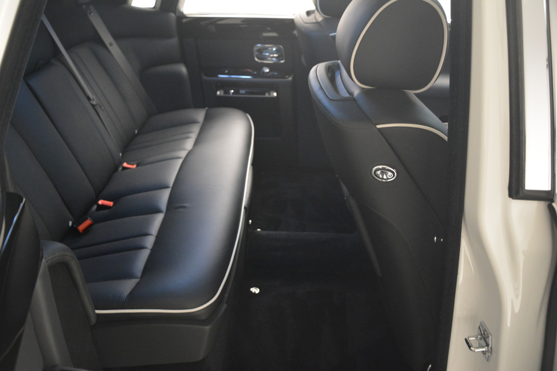 Used 2014 Rolls-Royce Phantom  For Sale In Westport, CT 2998_p24
