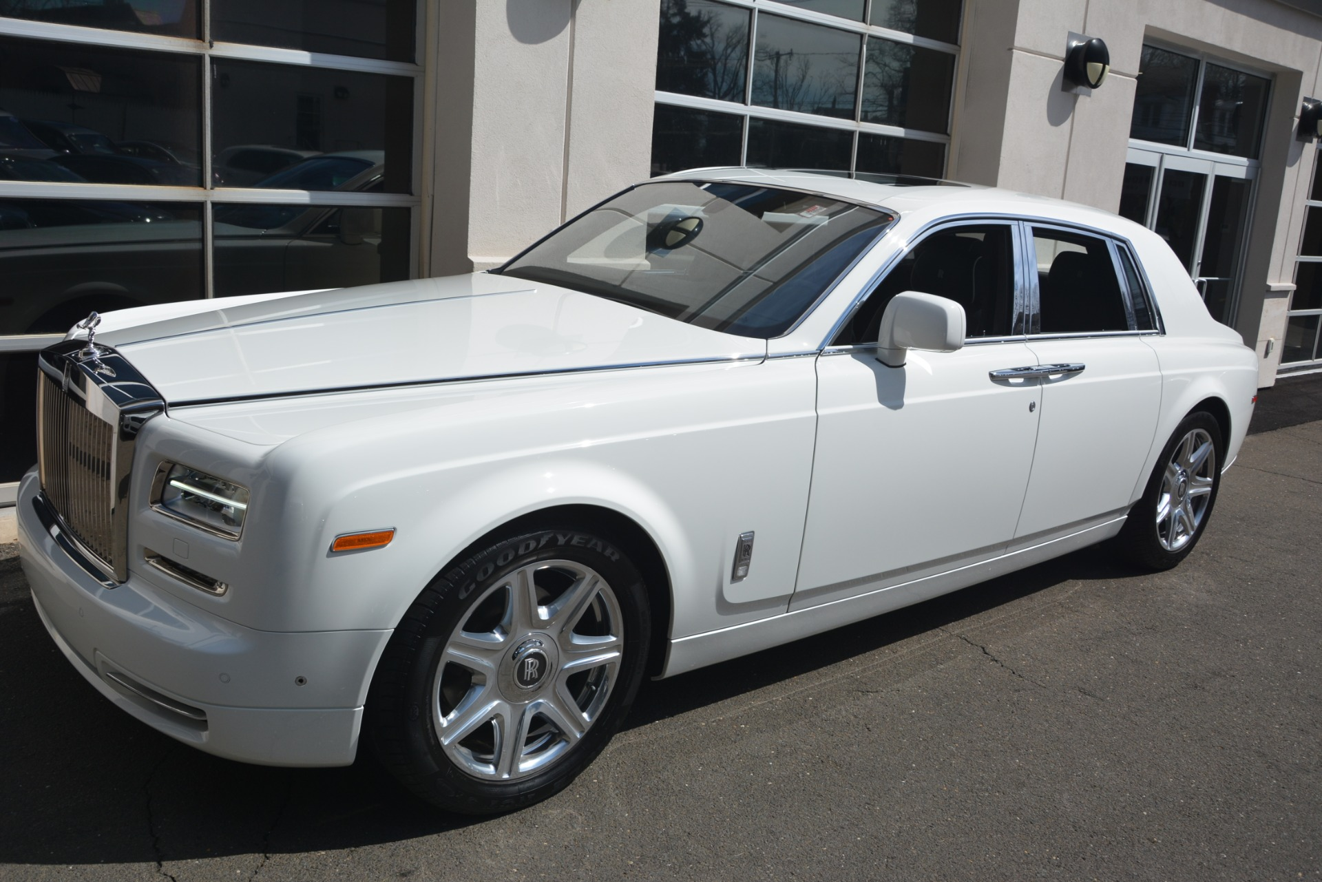 Used 2014 Rolls-Royce Phantom  For Sale In Westport, CT 2998_p3