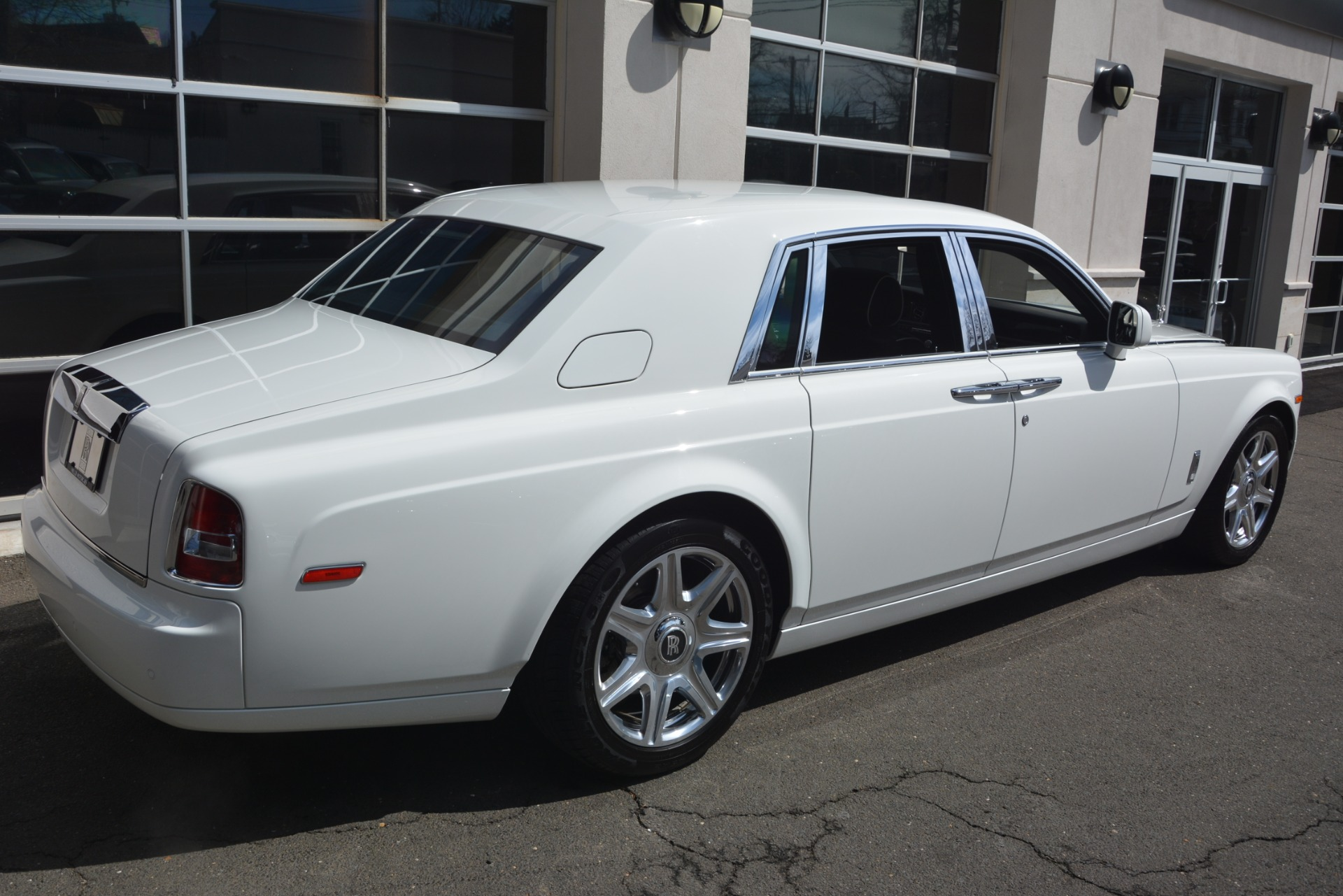 Used 2014 Rolls-Royce Phantom  For Sale In Westport, CT 2998_p9
