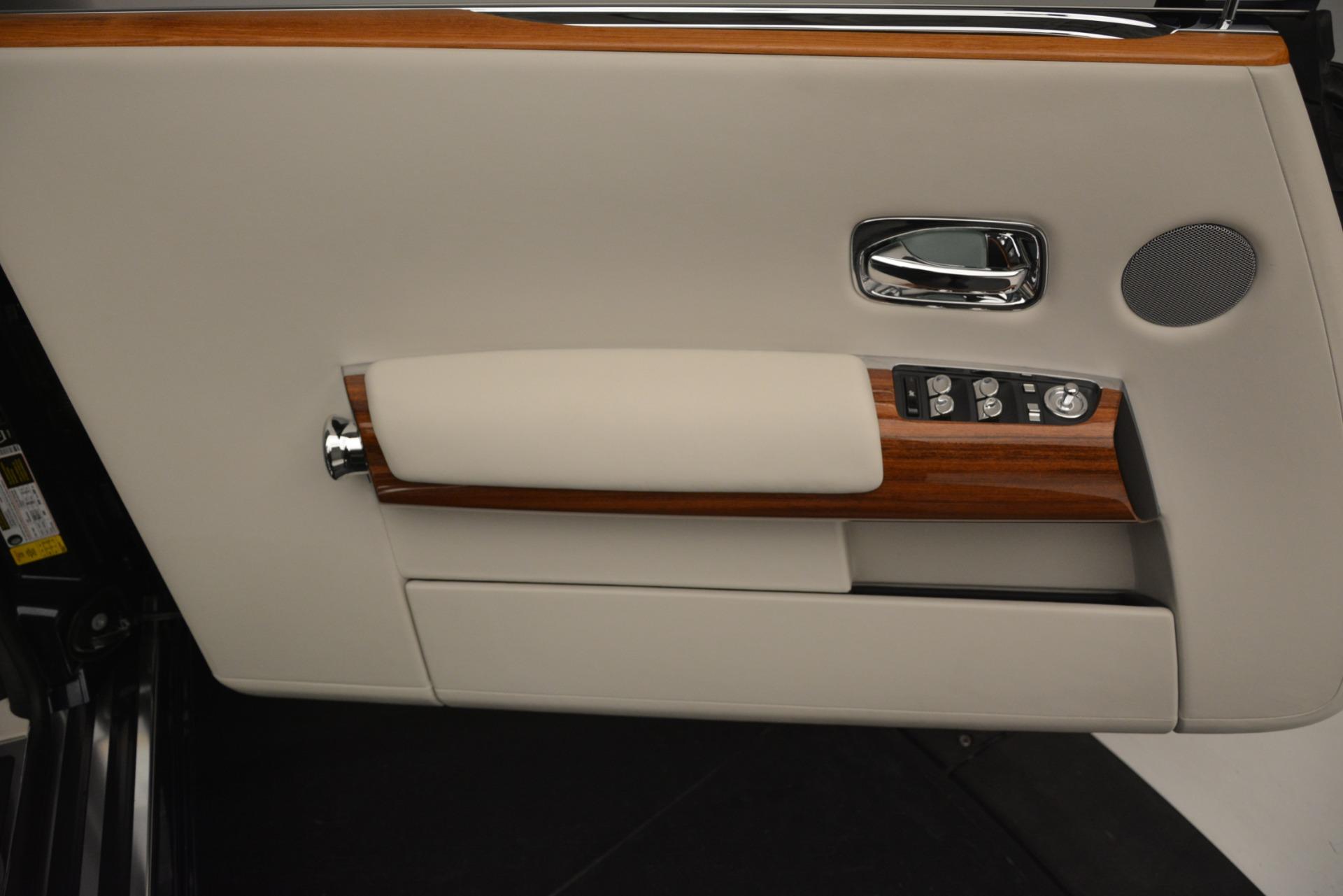 Used 2013 Rolls-Royce Phantom Drophead Coupe  For Sale In Westport, CT 2999_p35