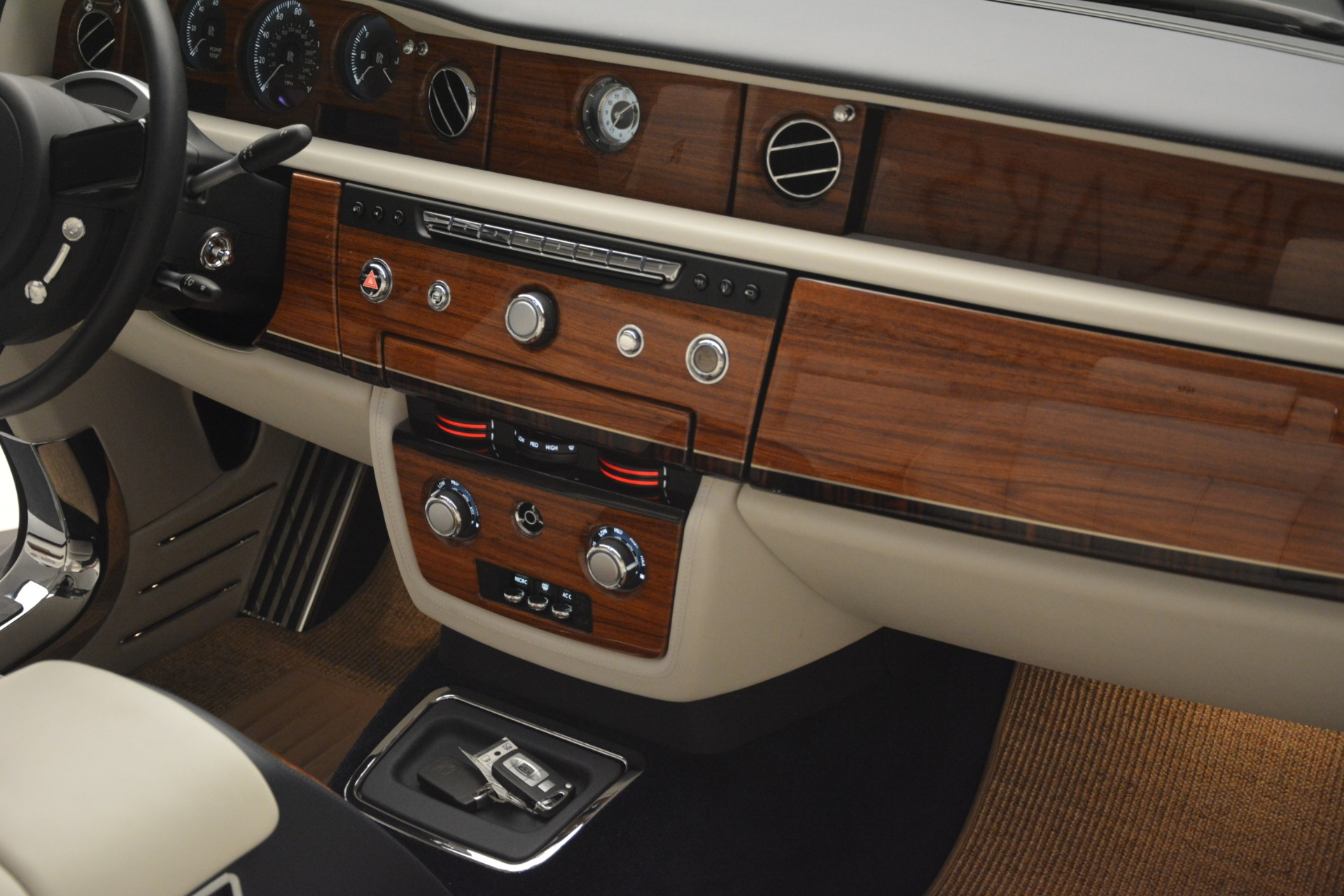 Used 2013 Rolls-Royce Phantom Drophead Coupe  For Sale In Westport, CT 2999_p39