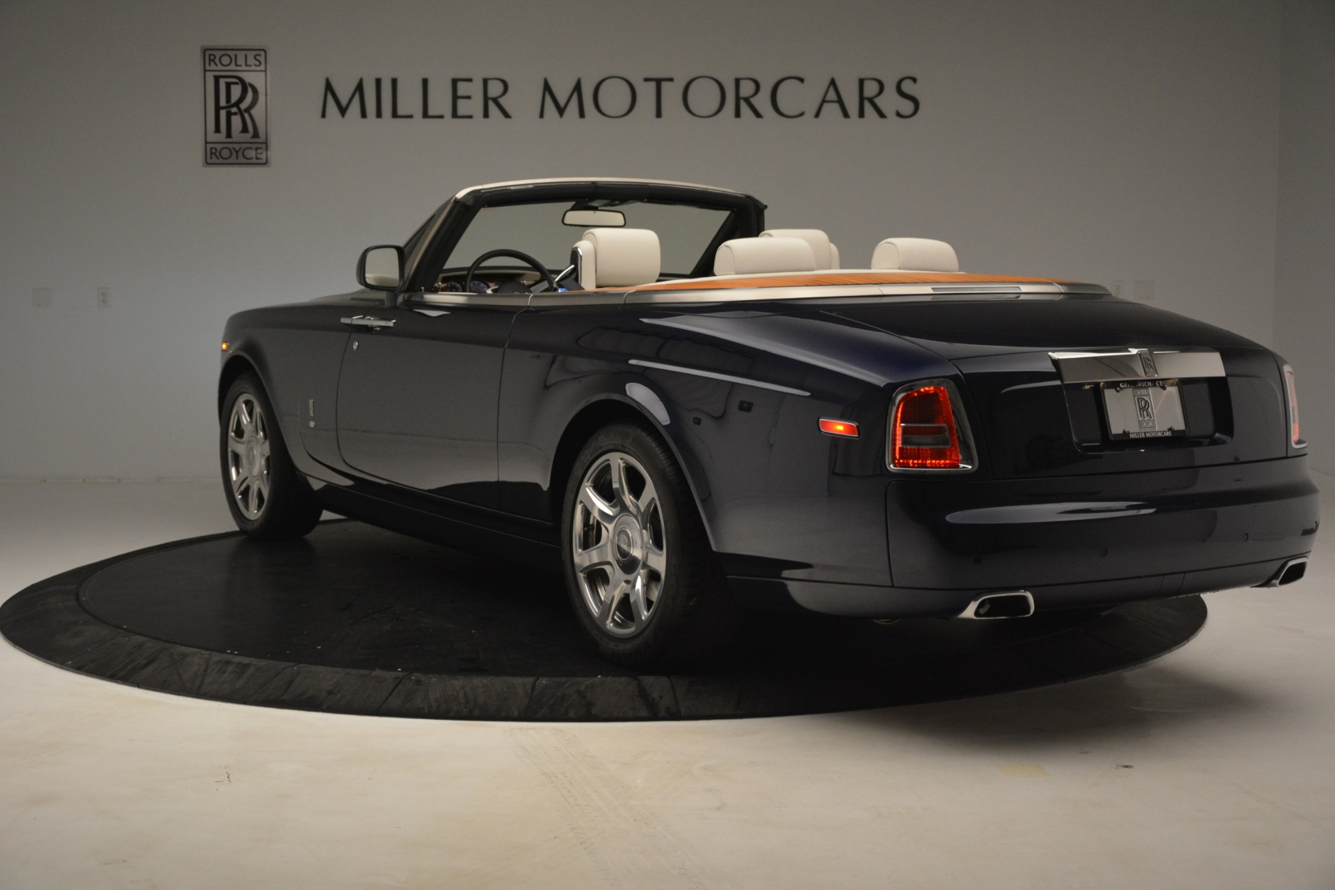 Used 2013 Rolls-Royce Phantom Drophead Coupe  For Sale In Westport, CT 2999_p8