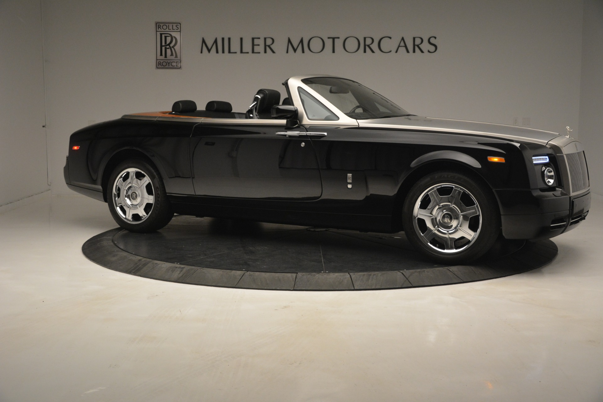 Used 2008 Rolls-Royce Phantom Drophead Coupe  For Sale In Westport, CT 3000_p14
