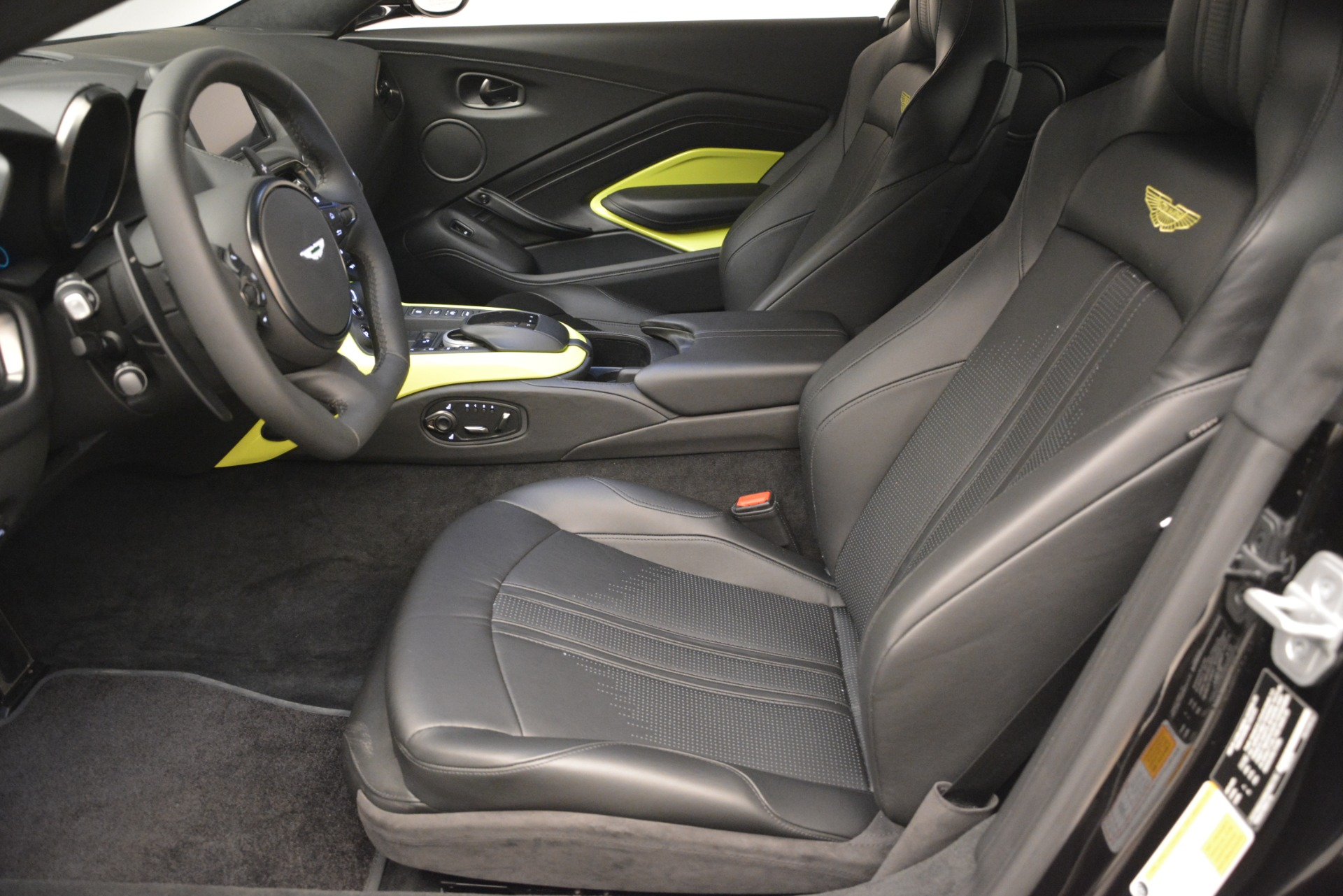 New 2019 Aston Martin Vantage Coupe For Sale In Westport, CT 3030_p15