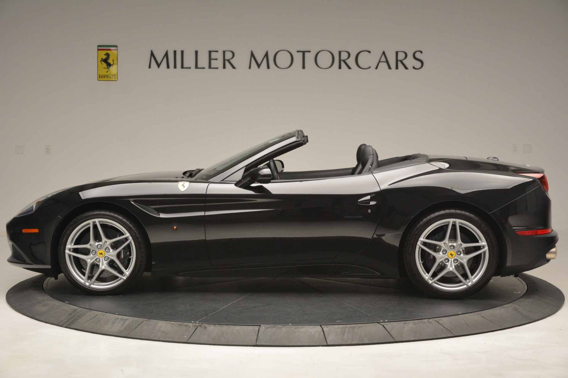 Used 2016 Ferrari California T  For Sale In Westport, CT 3082_p3