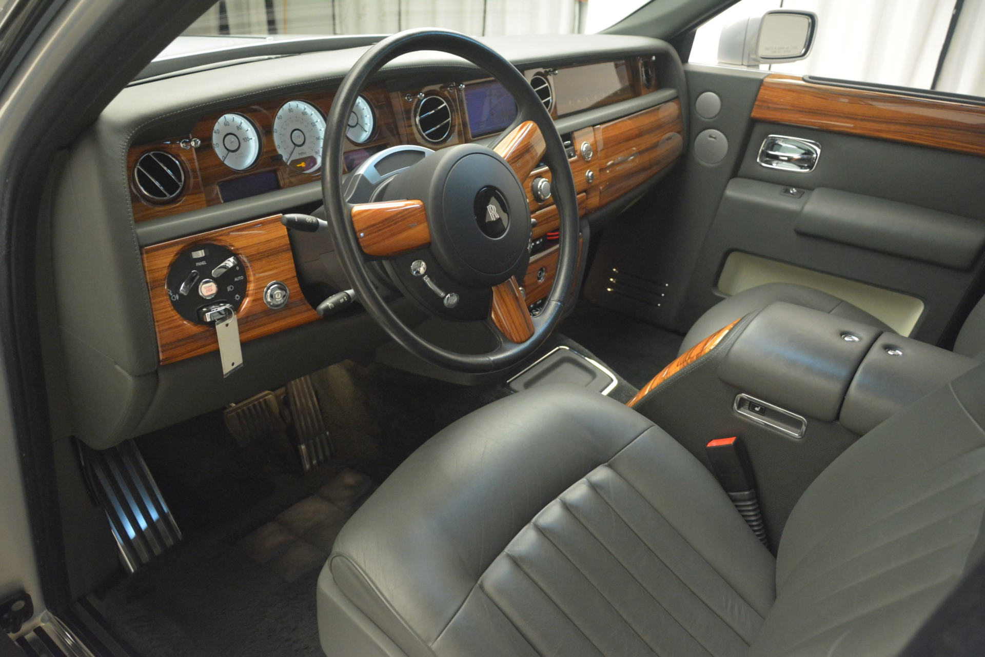 Used 2007 Rolls-Royce Phantom  For Sale In Westport, CT 3089_p16