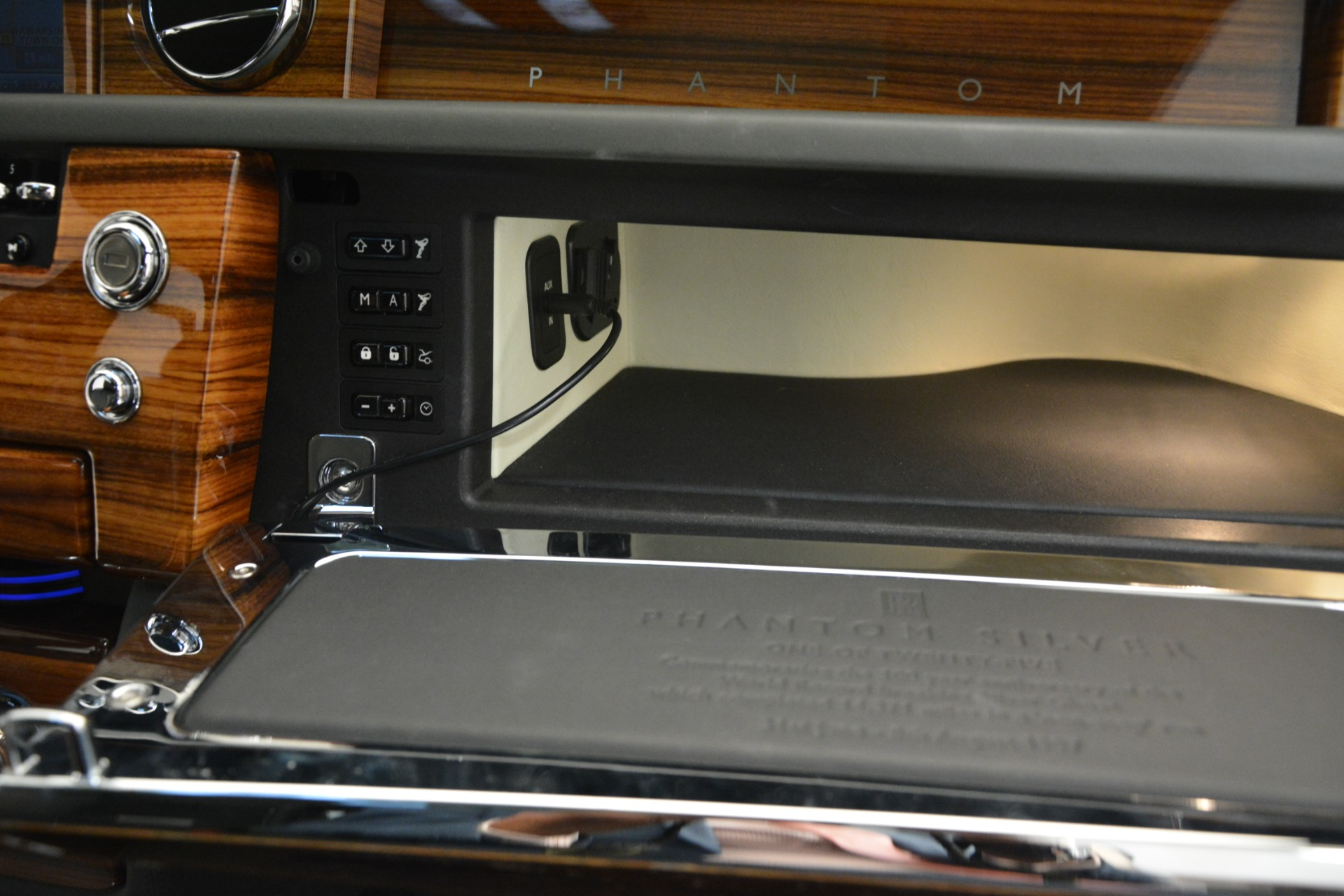 Used 2007 Rolls-Royce Phantom  For Sale In Westport, CT 3089_p38