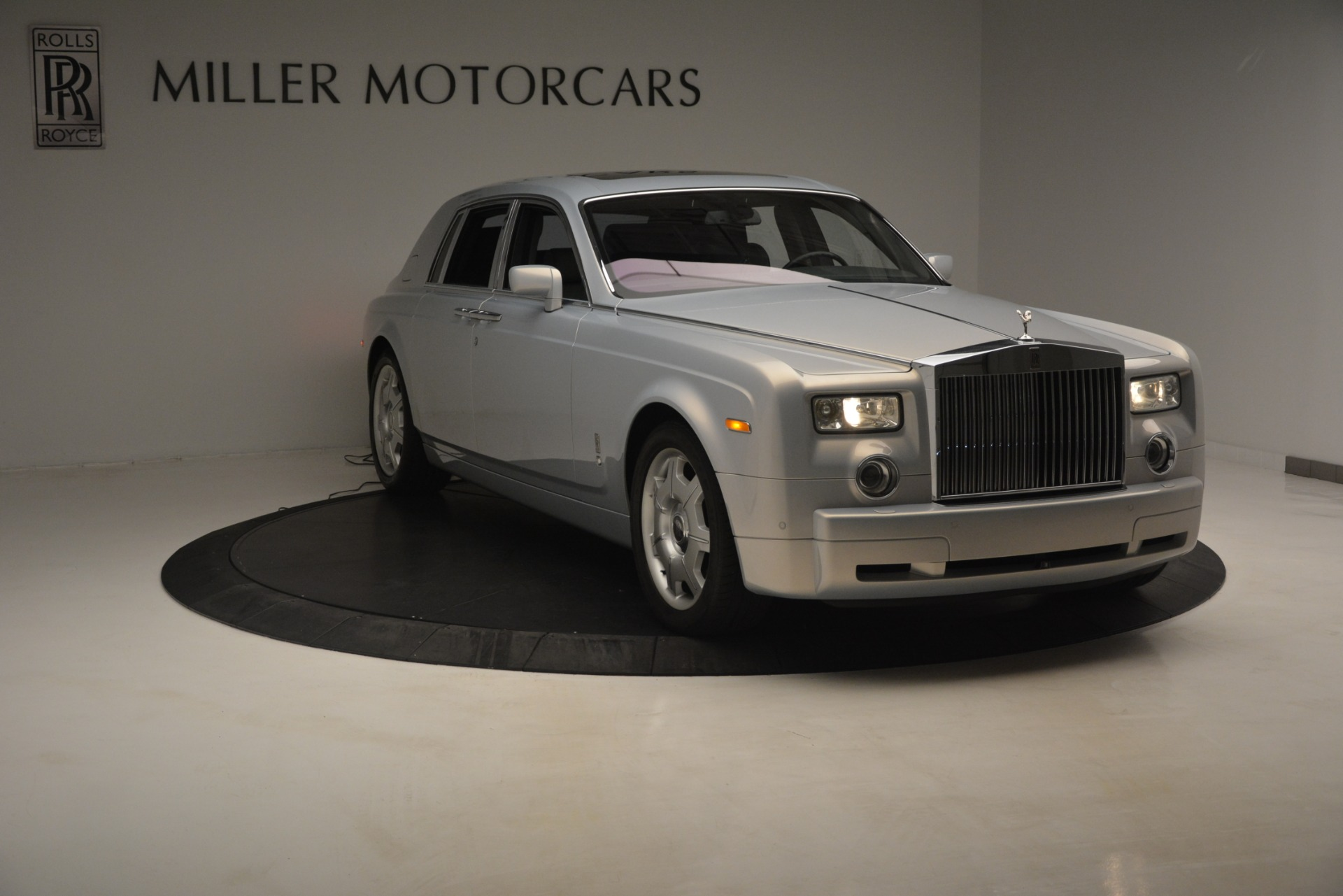 Used 2007 Rolls-Royce Phantom  For Sale In Westport, CT 3089_p4
