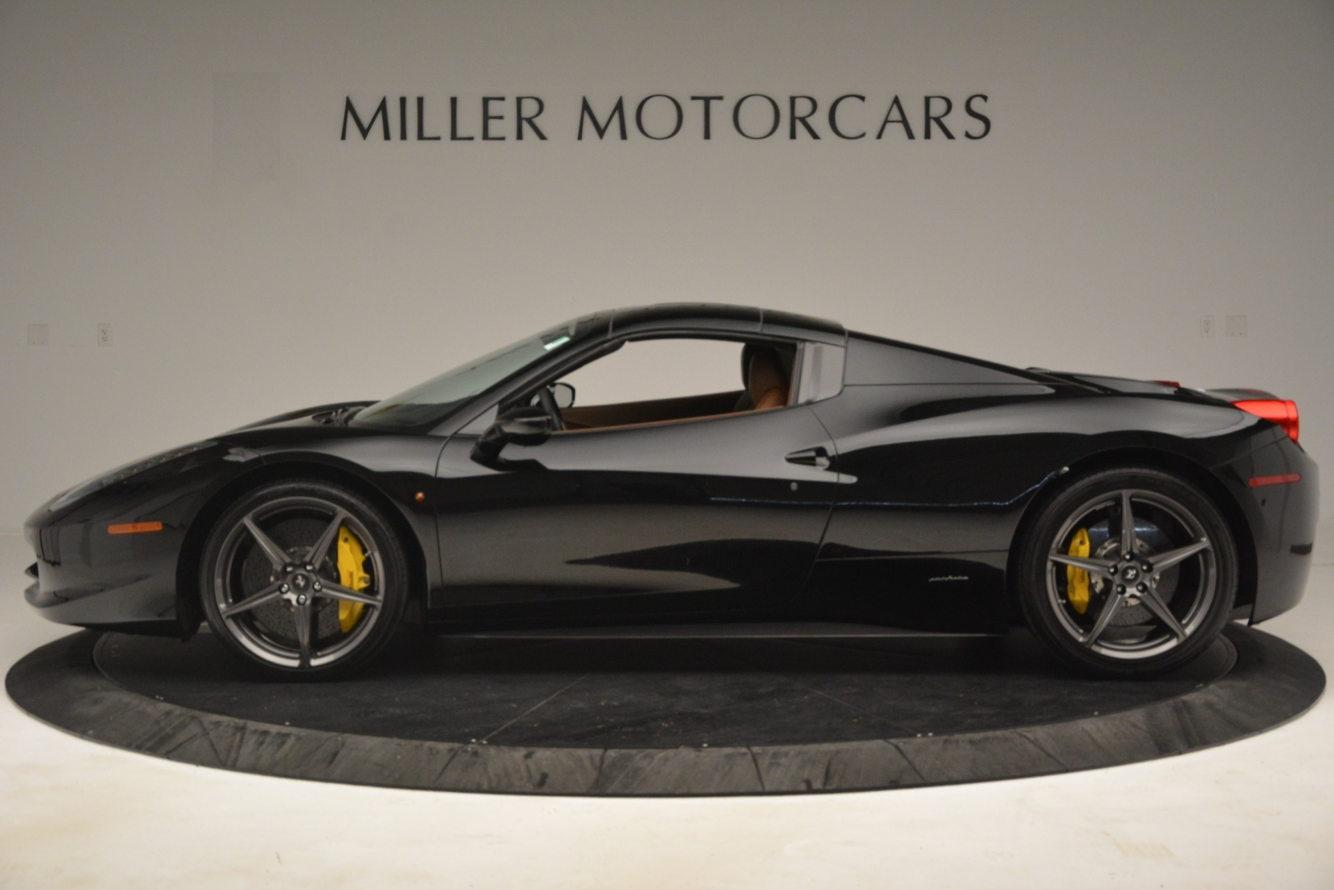 Used 2013 Ferrari 458 Spider  For Sale In Westport, CT 3114_p14