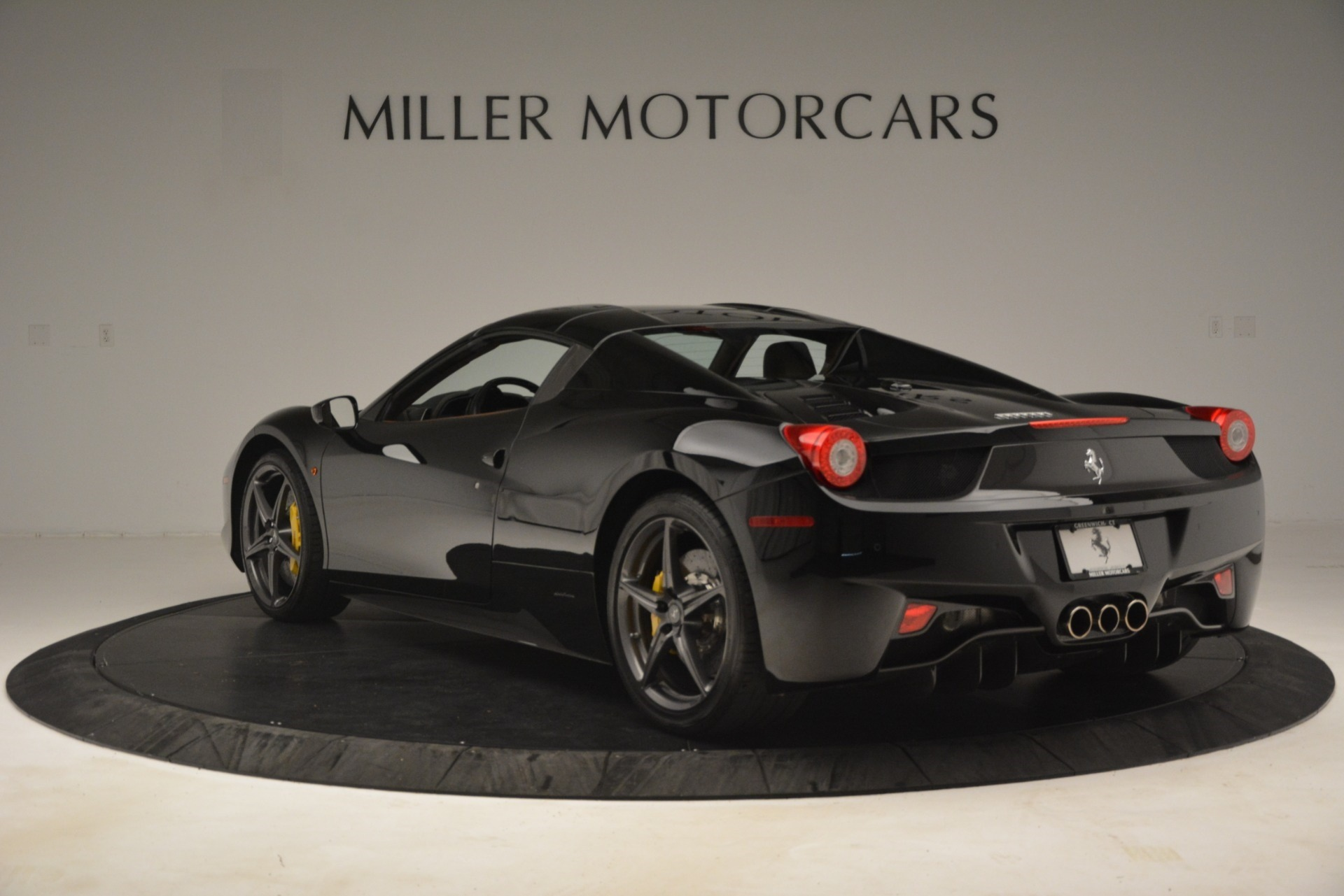 Used 2013 Ferrari 458 Spider  For Sale In Westport, CT 3114_p15