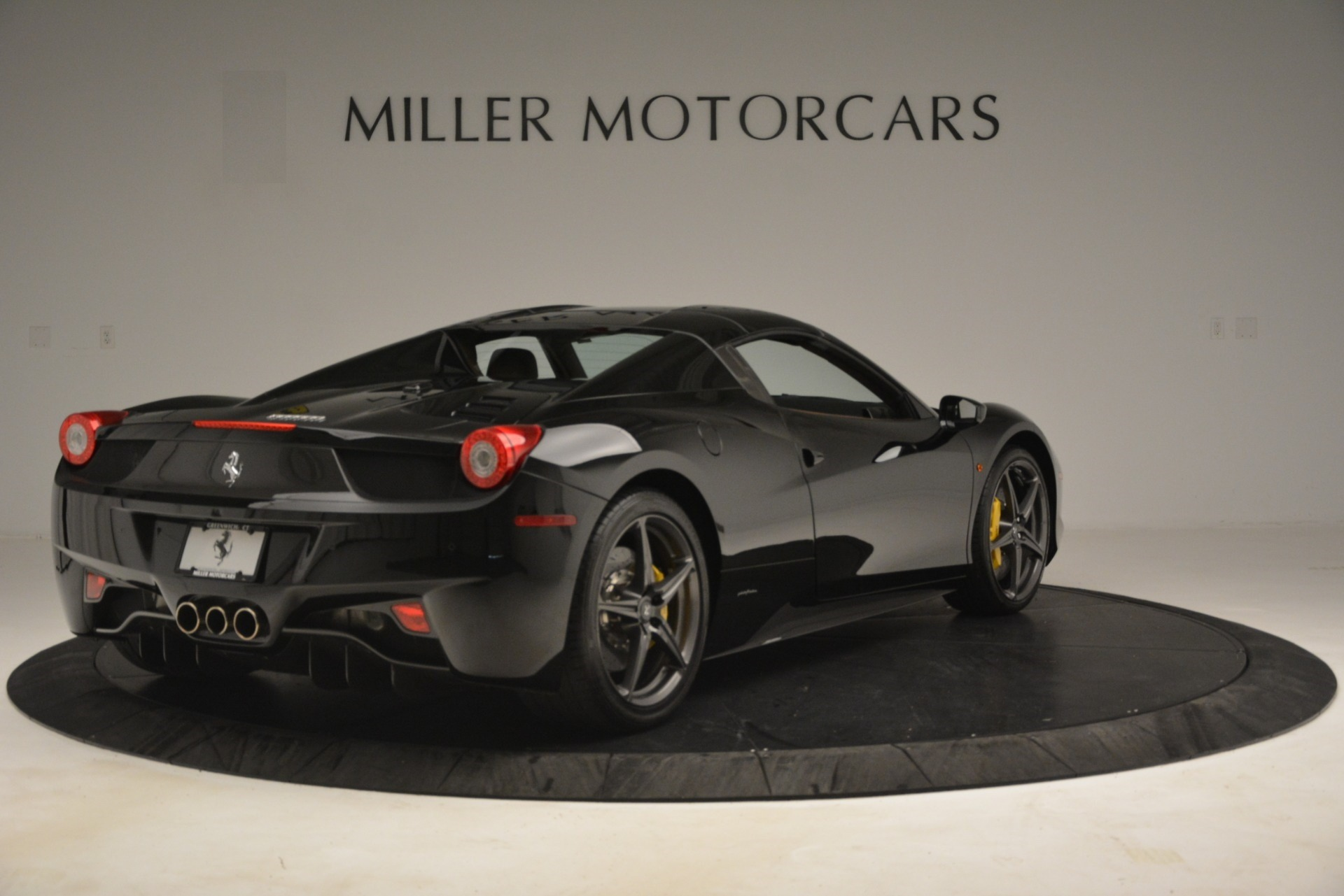 Used 2013 Ferrari 458 Spider  For Sale In Westport, CT 3114_p16
