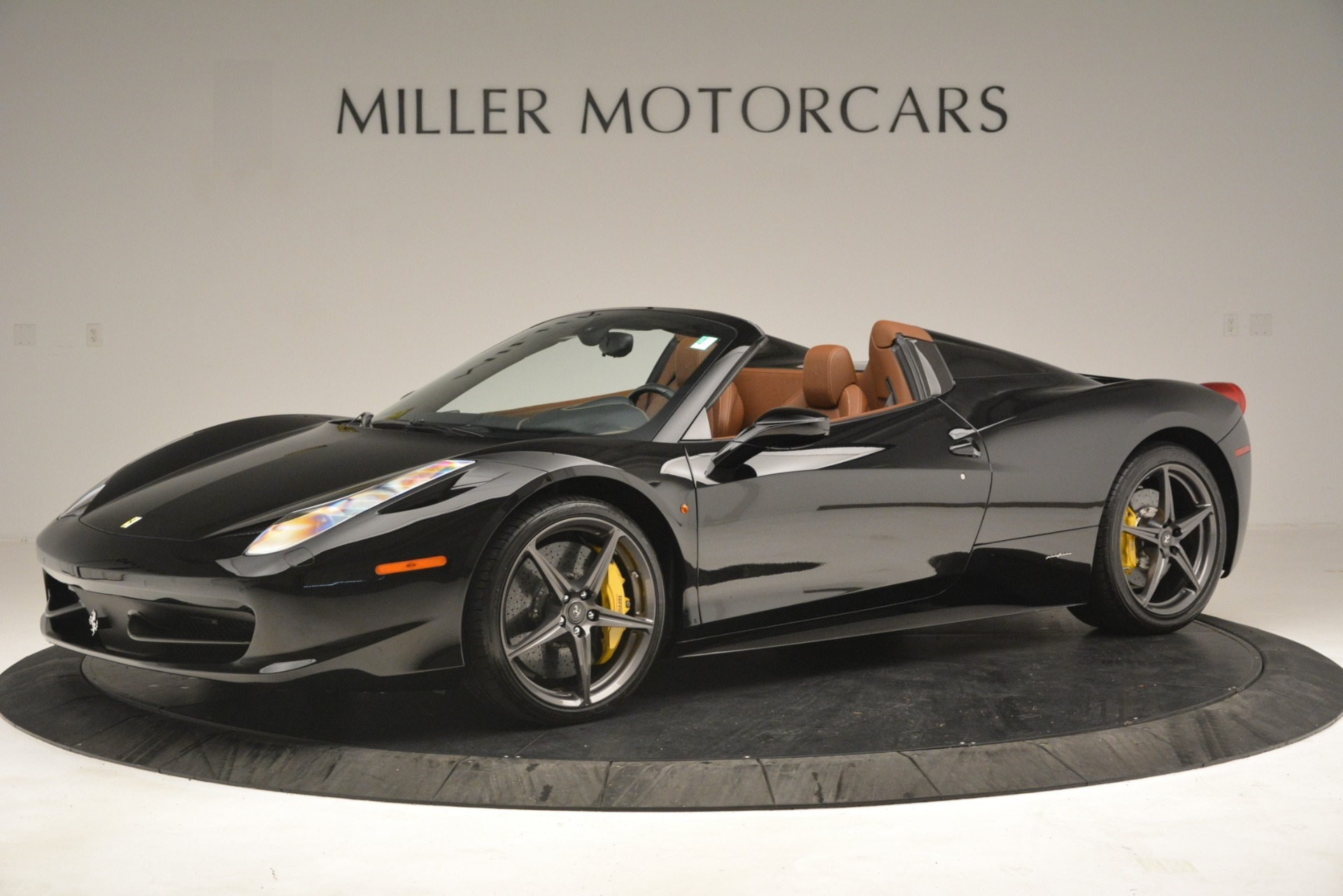 Used 2013 Ferrari 458 Spider  For Sale In Westport, CT 3114_p2