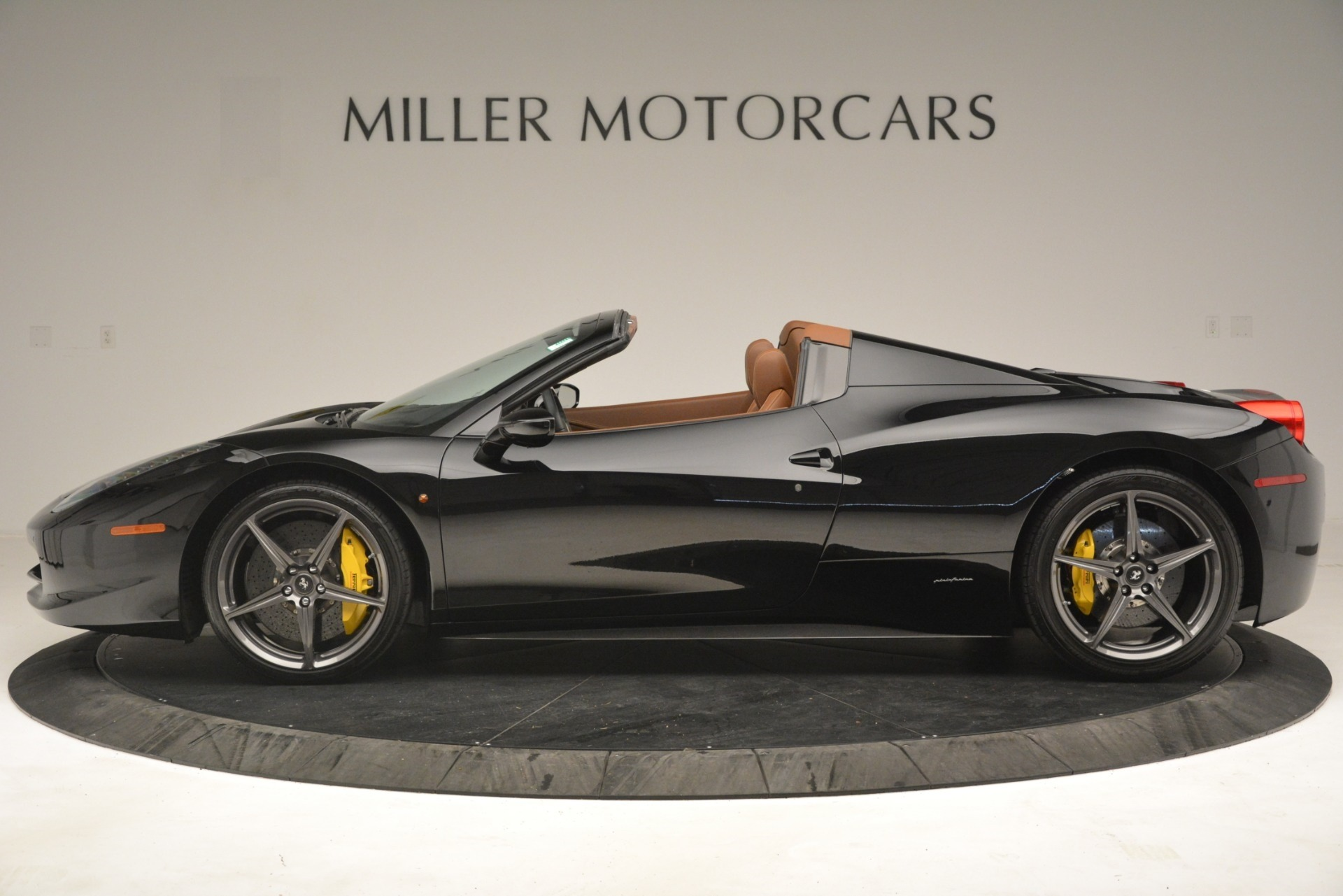 Used 2013 Ferrari 458 Spider  For Sale In Westport, CT 3114_p3