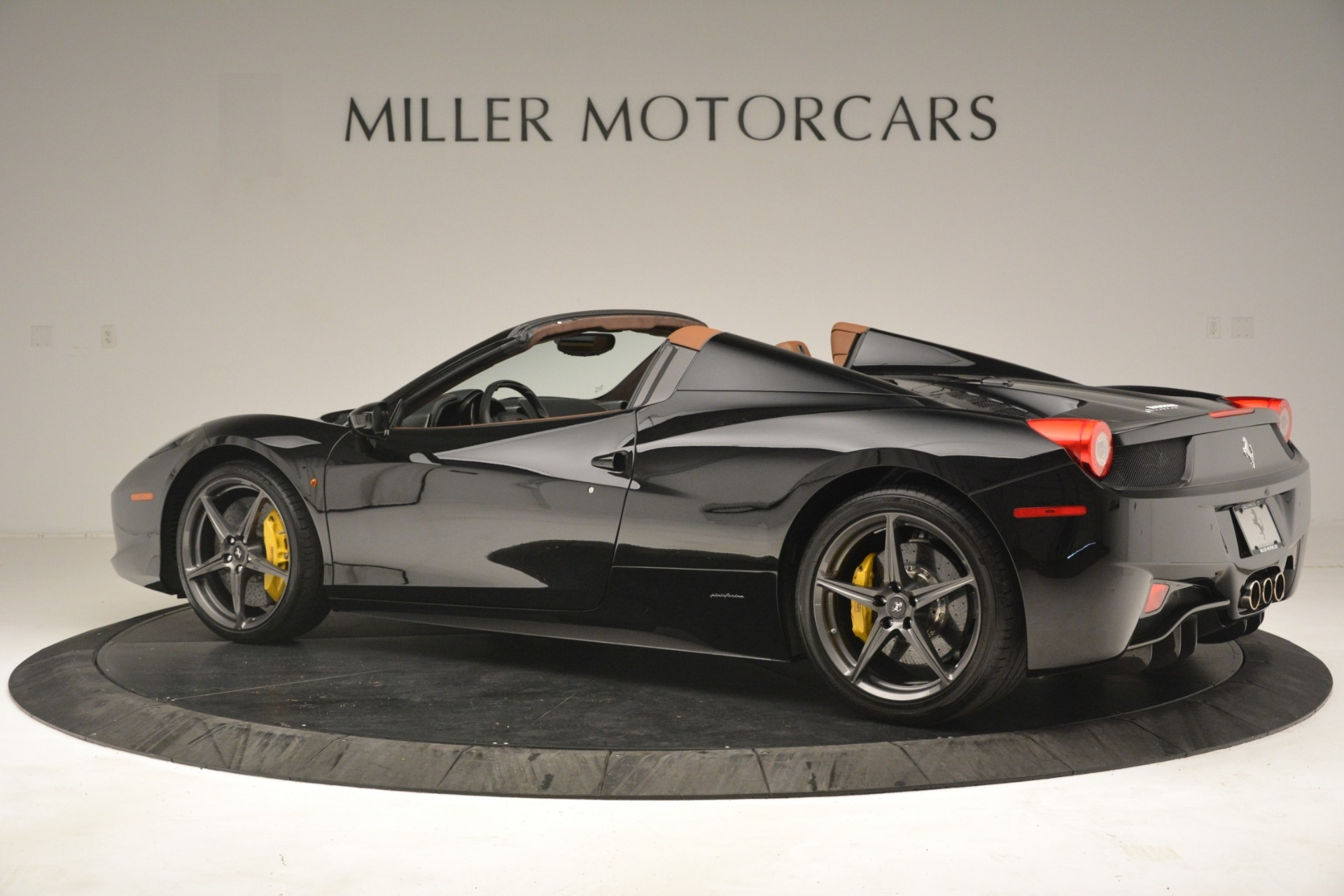 Used 2013 Ferrari 458 Spider  For Sale In Westport, CT 3114_p4
