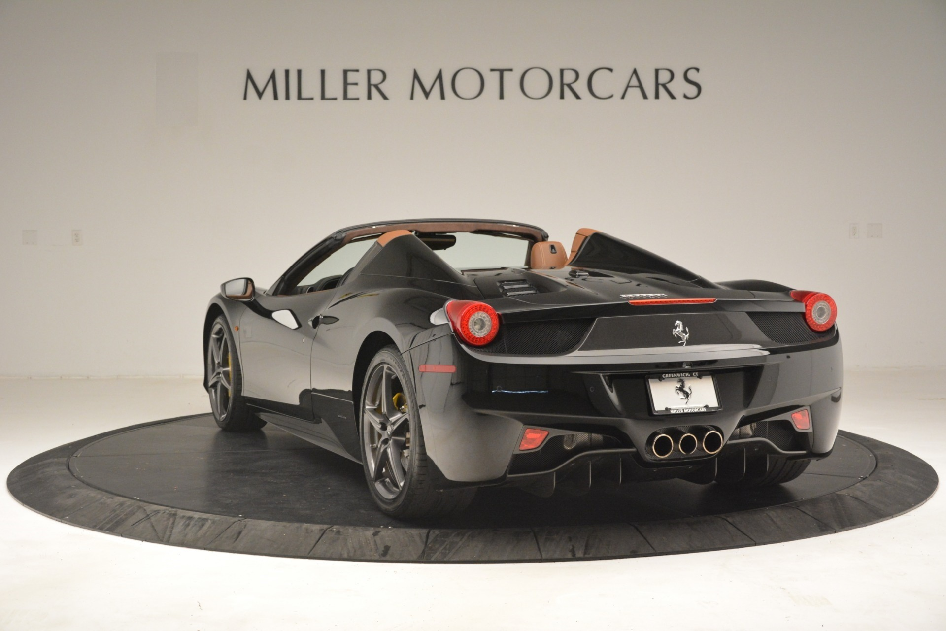 Used 2013 Ferrari 458 Spider  For Sale In Westport, CT 3114_p5