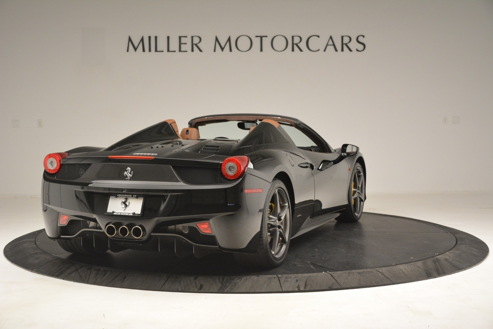 Used 2013 Ferrari 458 Spider  For Sale In Westport, CT 3114_p7
