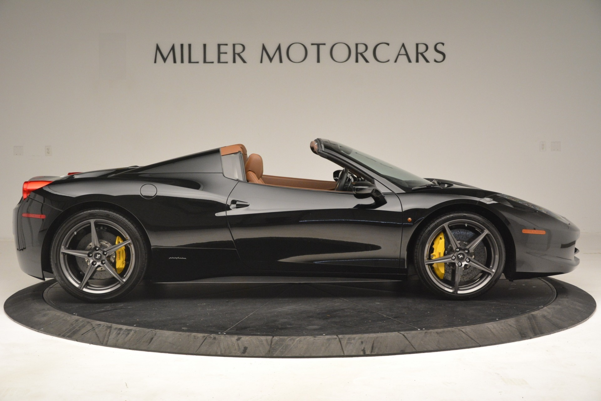Used 2013 Ferrari 458 Spider  For Sale In Westport, CT 3114_p9
