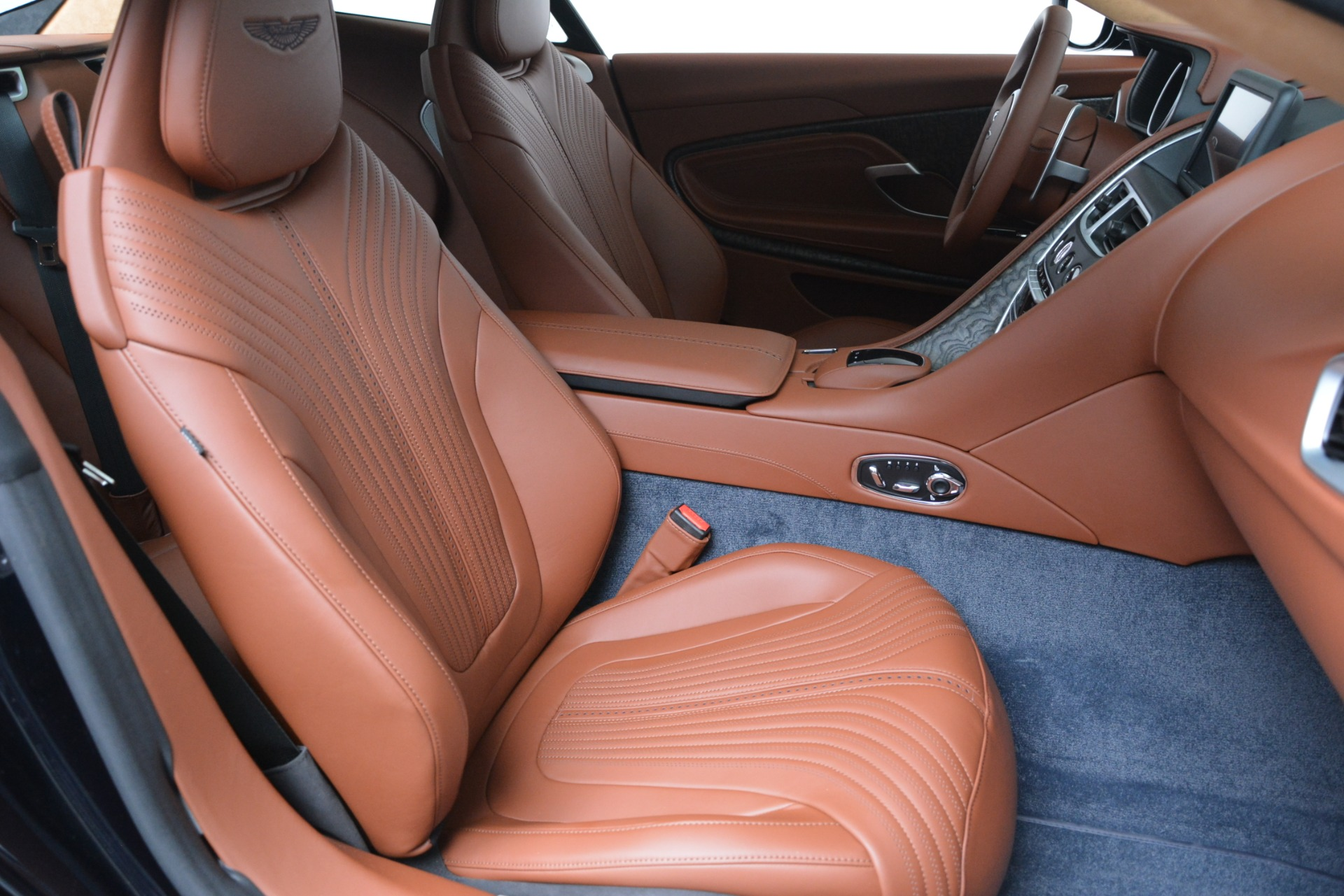 New 2019 Aston Martin DB11 V8 Coupe For Sale In Westport, CT 3145_p21