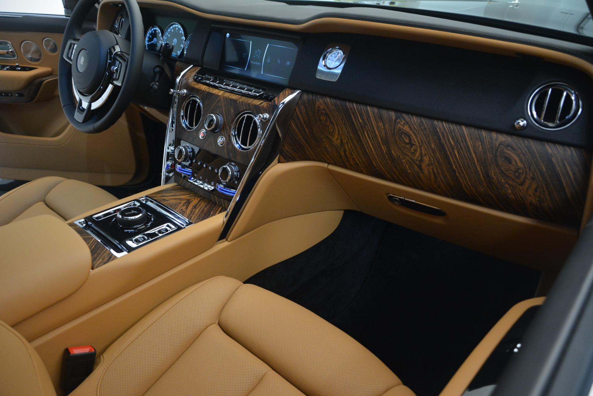 Used 2019 Rolls-Royce Cullinan  For Sale In Westport, CT 3162_p23