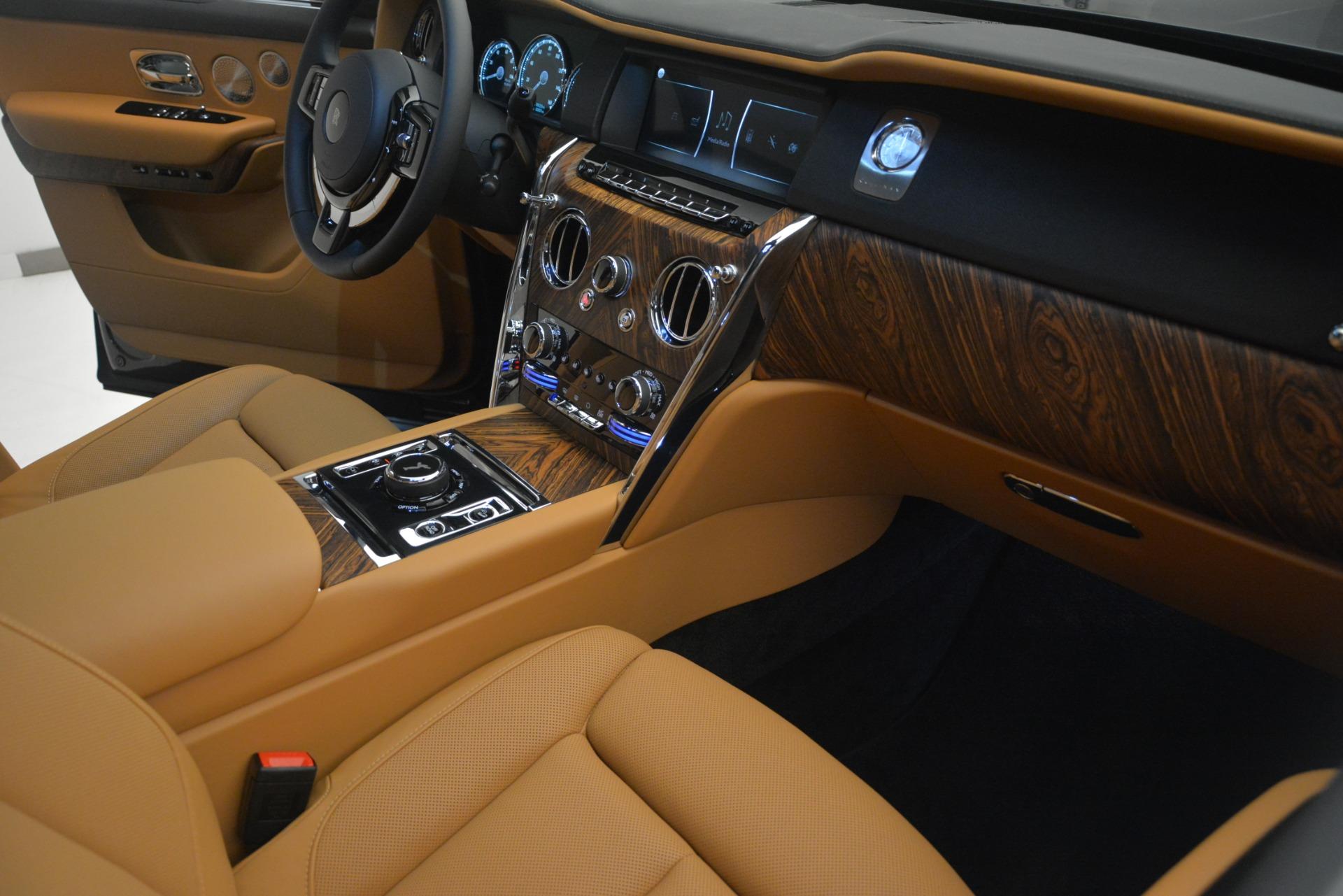 Used 2019 Rolls-Royce Cullinan  For Sale In Westport, CT 3162_p24