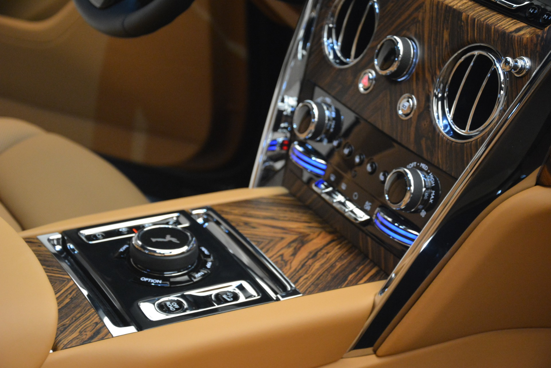 Used 2019 Rolls-Royce Cullinan  For Sale In Westport, CT 3162_p27