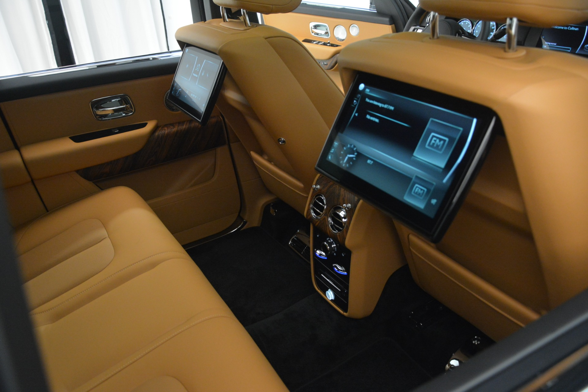 Used 2019 Rolls-Royce Cullinan  For Sale In Westport, CT 3162_p37