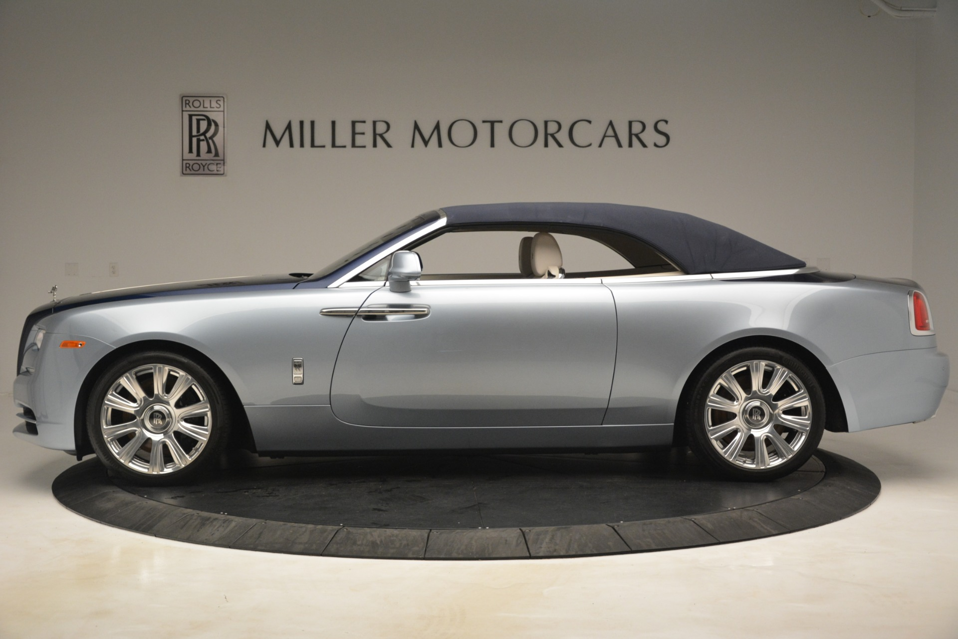 Used 2016 Rolls-Royce Dawn  For Sale In Westport, CT 3217_p12