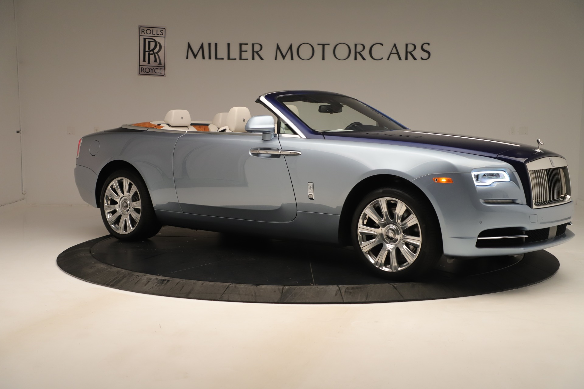 Used 2016 Rolls-Royce Dawn  For Sale In Westport, CT 3217_p8