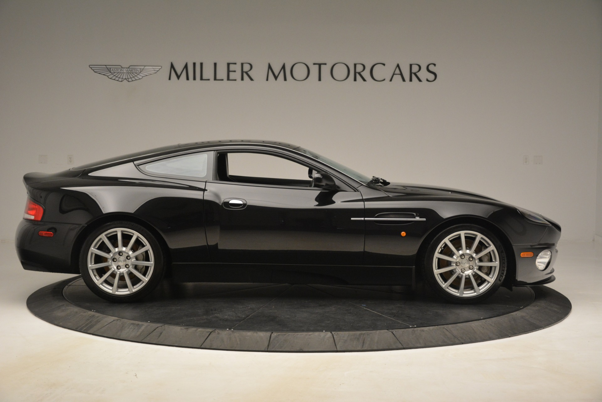 Used 2005 Aston Martin V12 Vanquish S For Sale In Westport, CT 3218_p9