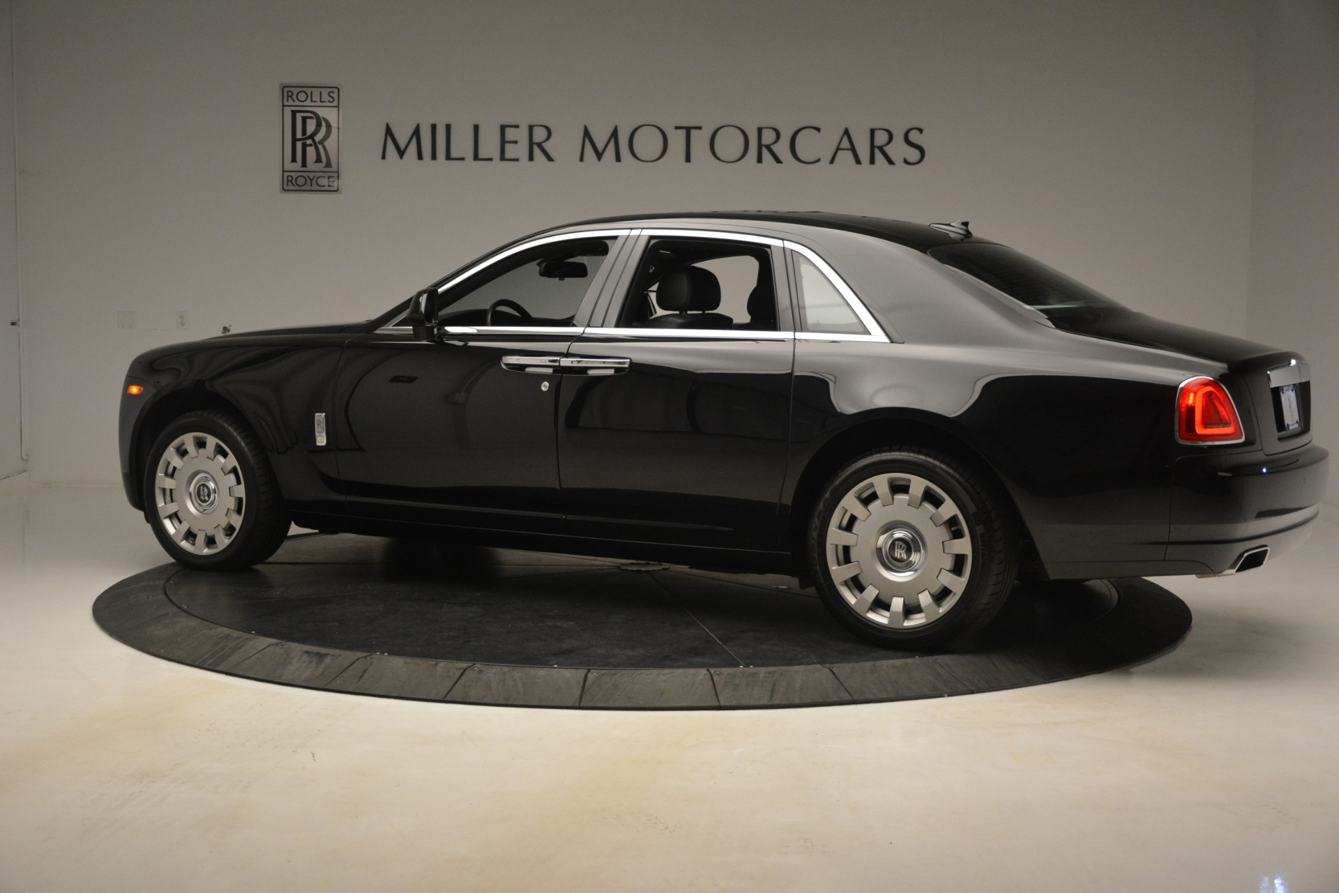 Used 2014 Rolls-Royce Ghost  For Sale In Westport, CT 3220_p5
