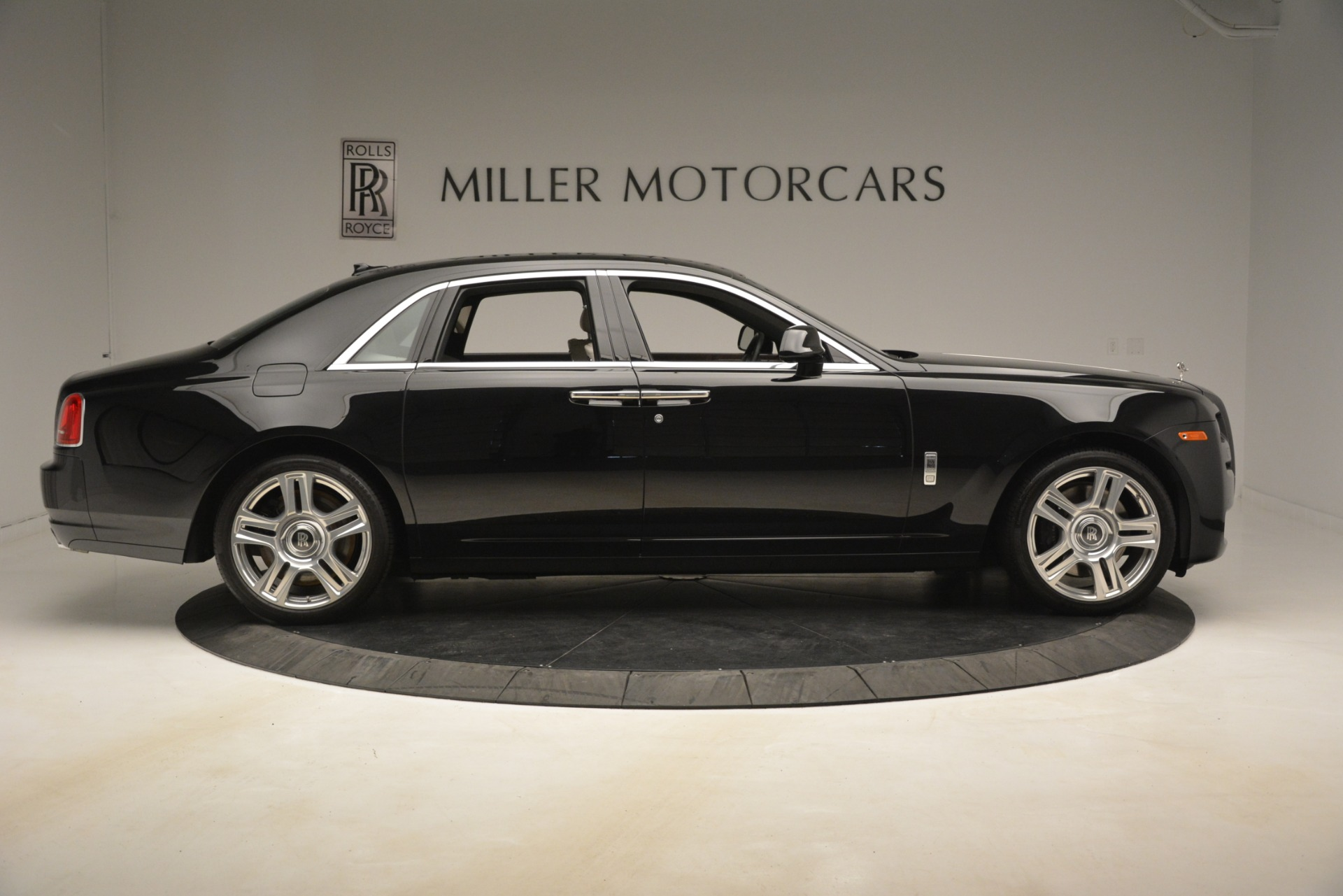 Used 2016 Rolls-Royce Ghost  For Sale In Westport, CT 3225_p10