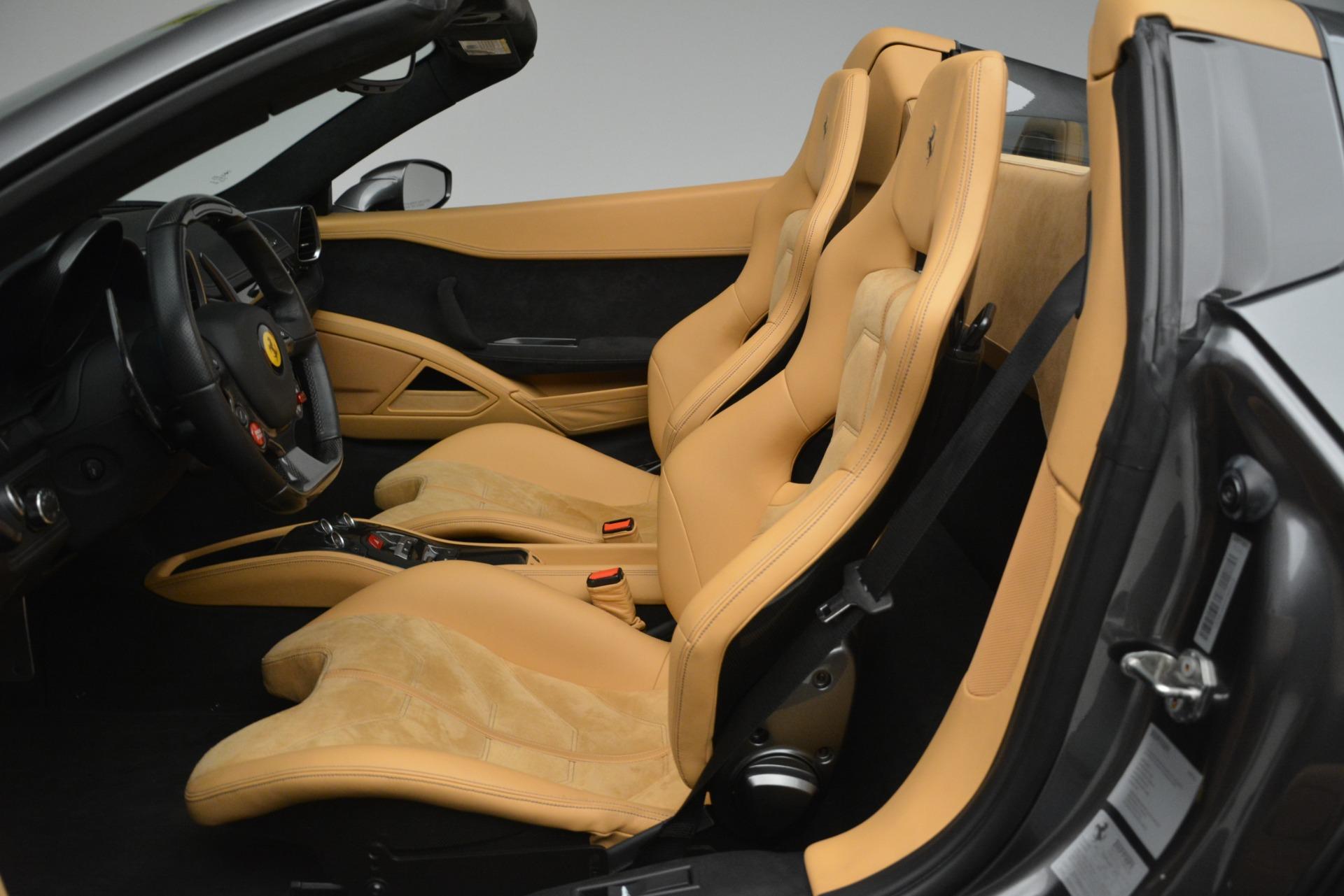 Used 2013 Ferrari 458 Spider  For Sale In Westport, CT 3232_p18