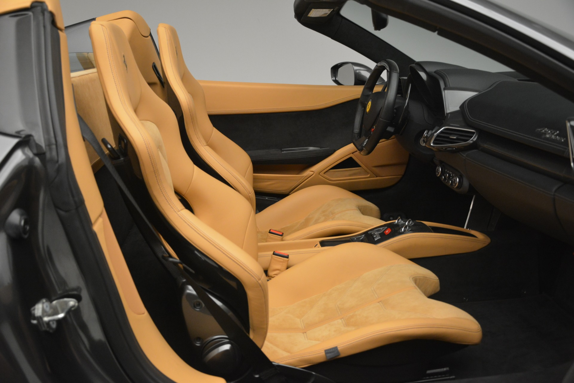 Used 2013 Ferrari 458 Spider  For Sale In Westport, CT 3232_p21