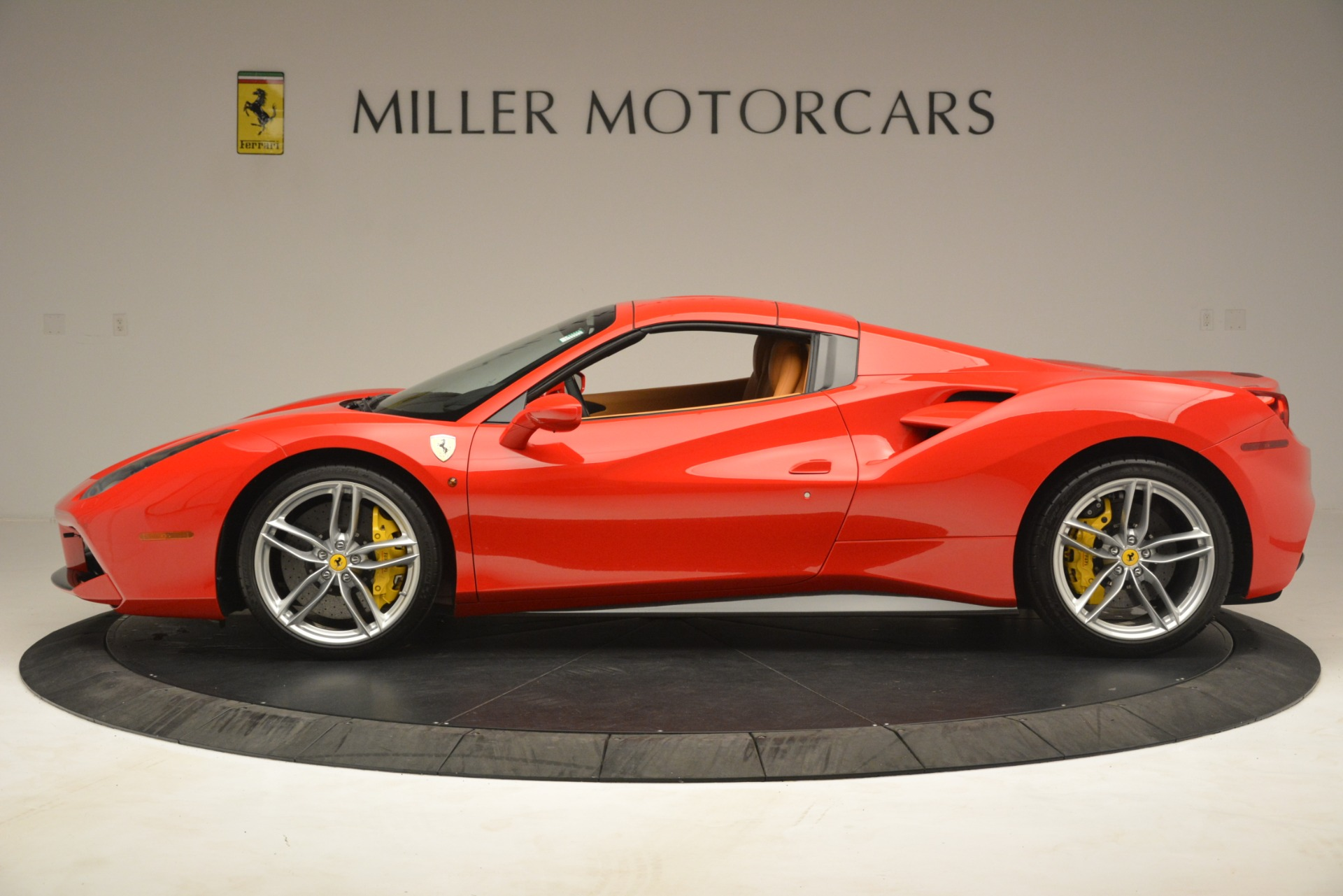 Used 2018 Ferrari 488 Spider  For Sale In Westport, CT 3234_p14
