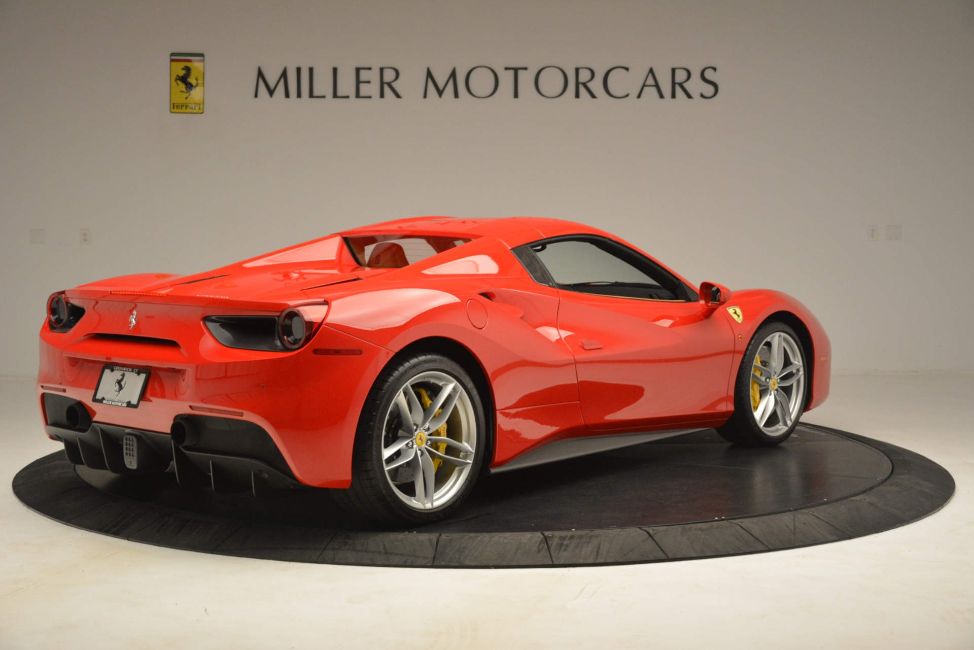 Used 2018 Ferrari 488 Spider  For Sale In Westport, CT 3234_p16