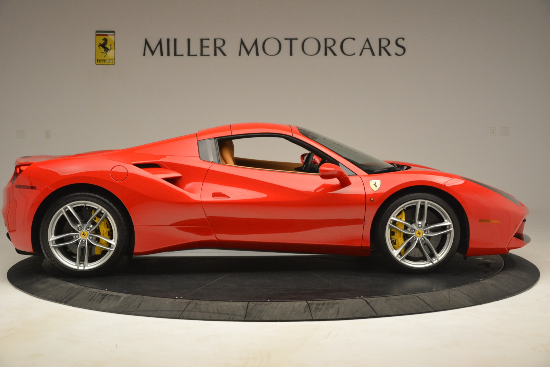 Used 2018 Ferrari 488 Spider  For Sale In Westport, CT 3234_p17