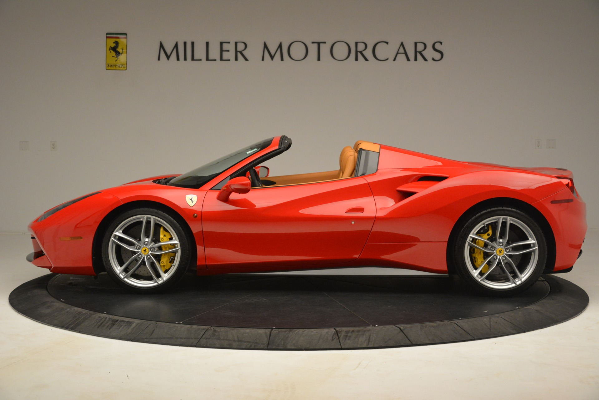 Used 2018 Ferrari 488 Spider  For Sale In Westport, CT 3234_p3