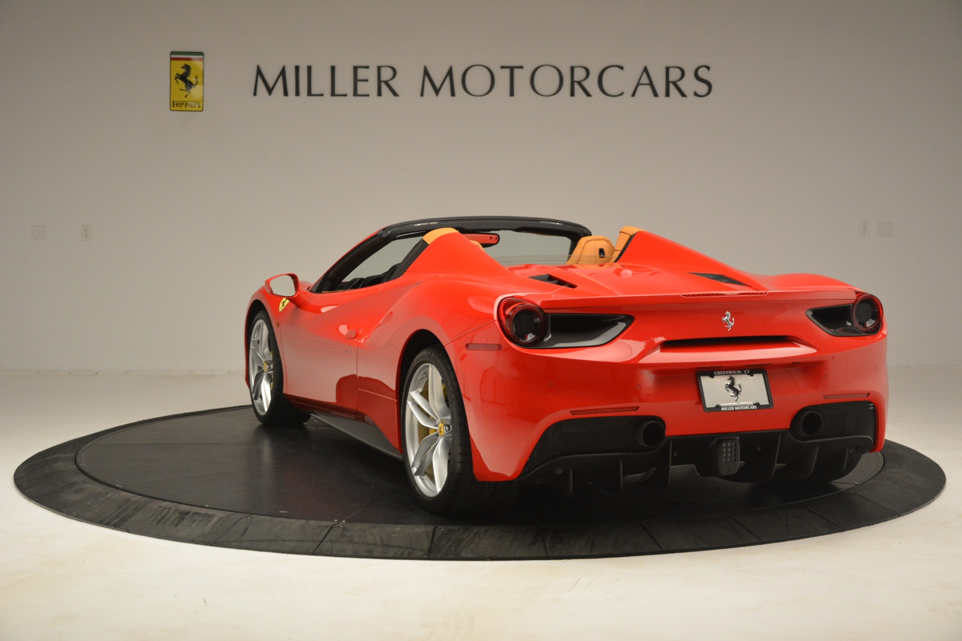 Used 2018 Ferrari 488 Spider  For Sale In Westport, CT 3234_p5