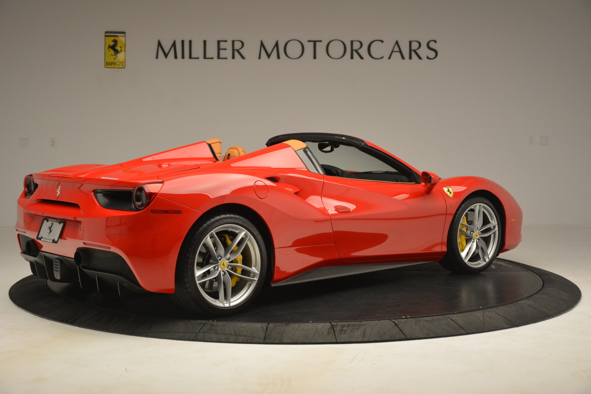 Used 2018 Ferrari 488 Spider  For Sale In Westport, CT 3234_p8