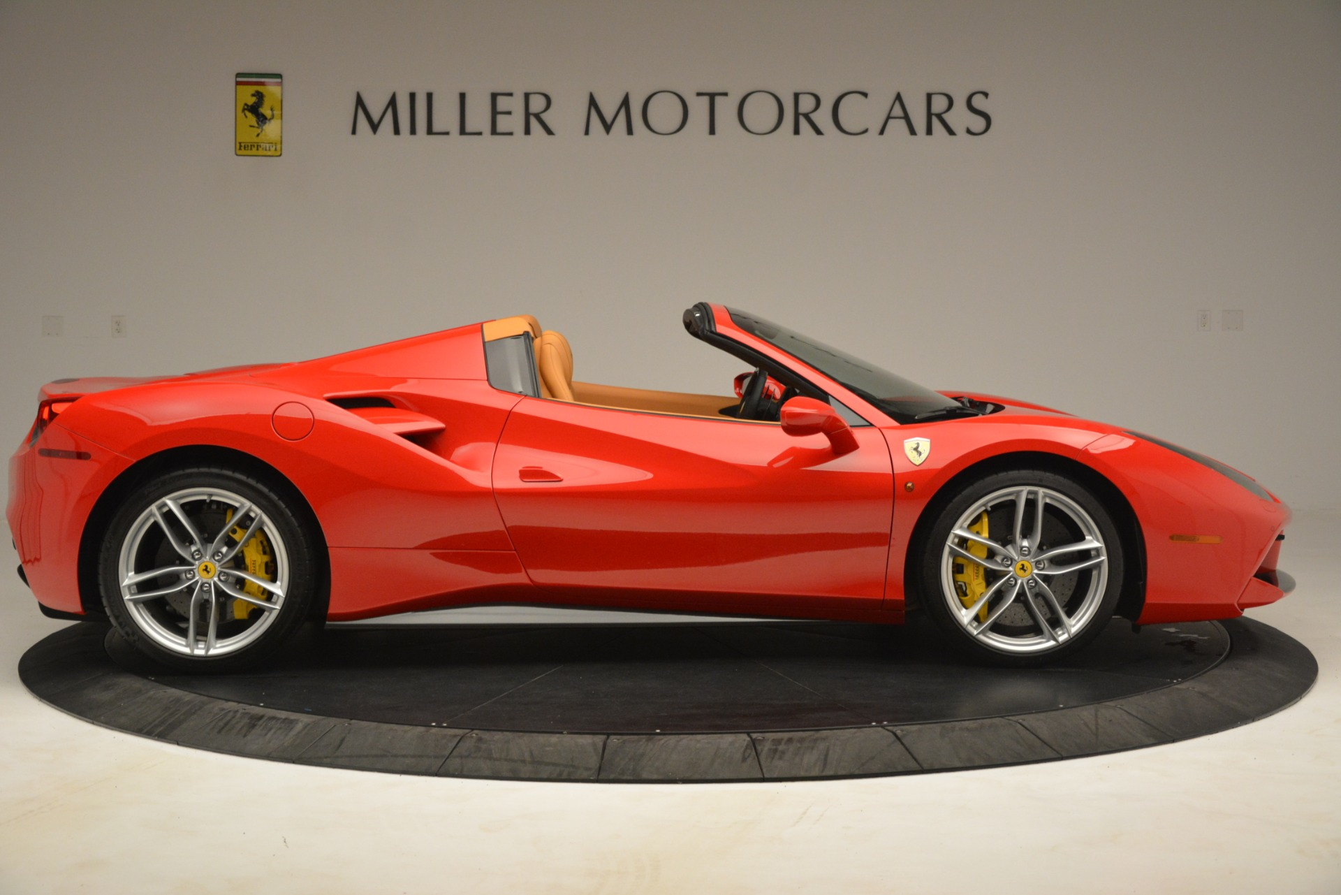 Used 2018 Ferrari 488 Spider  For Sale In Westport, CT 3234_p9
