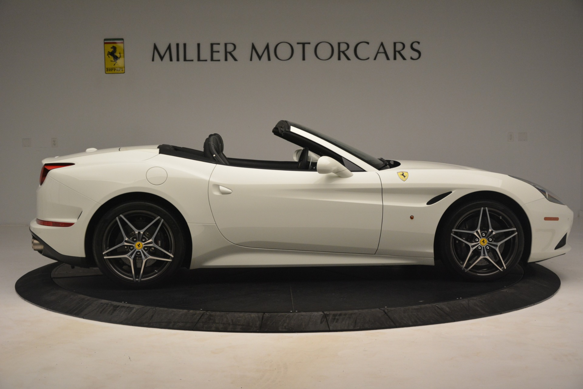 Used 2016 Ferrari California T  For Sale In Westport, CT 3256_p10