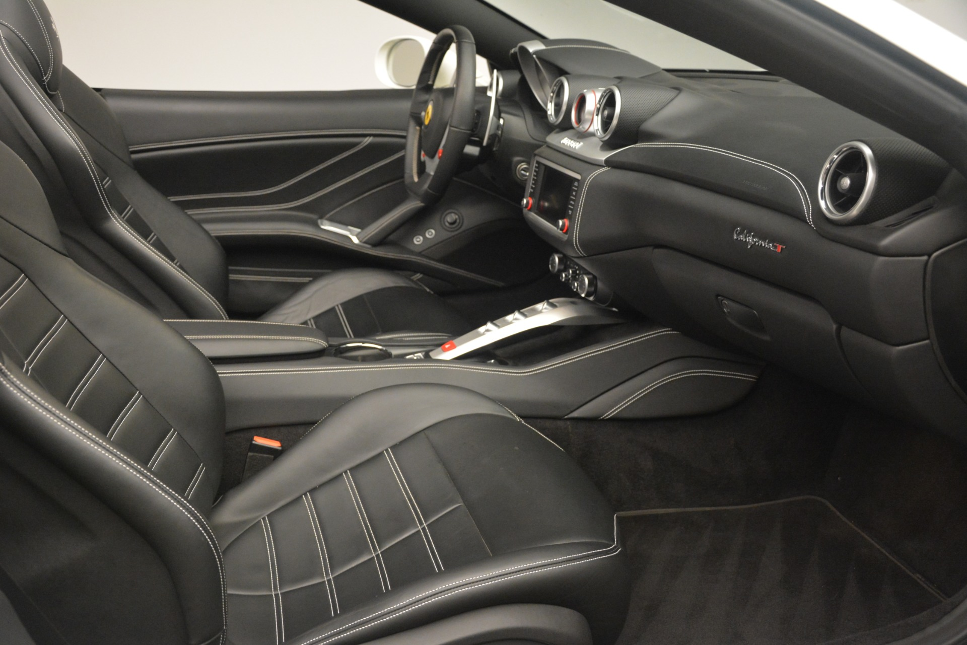 Used 2016 Ferrari California T  For Sale In Westport, CT 3256_p26