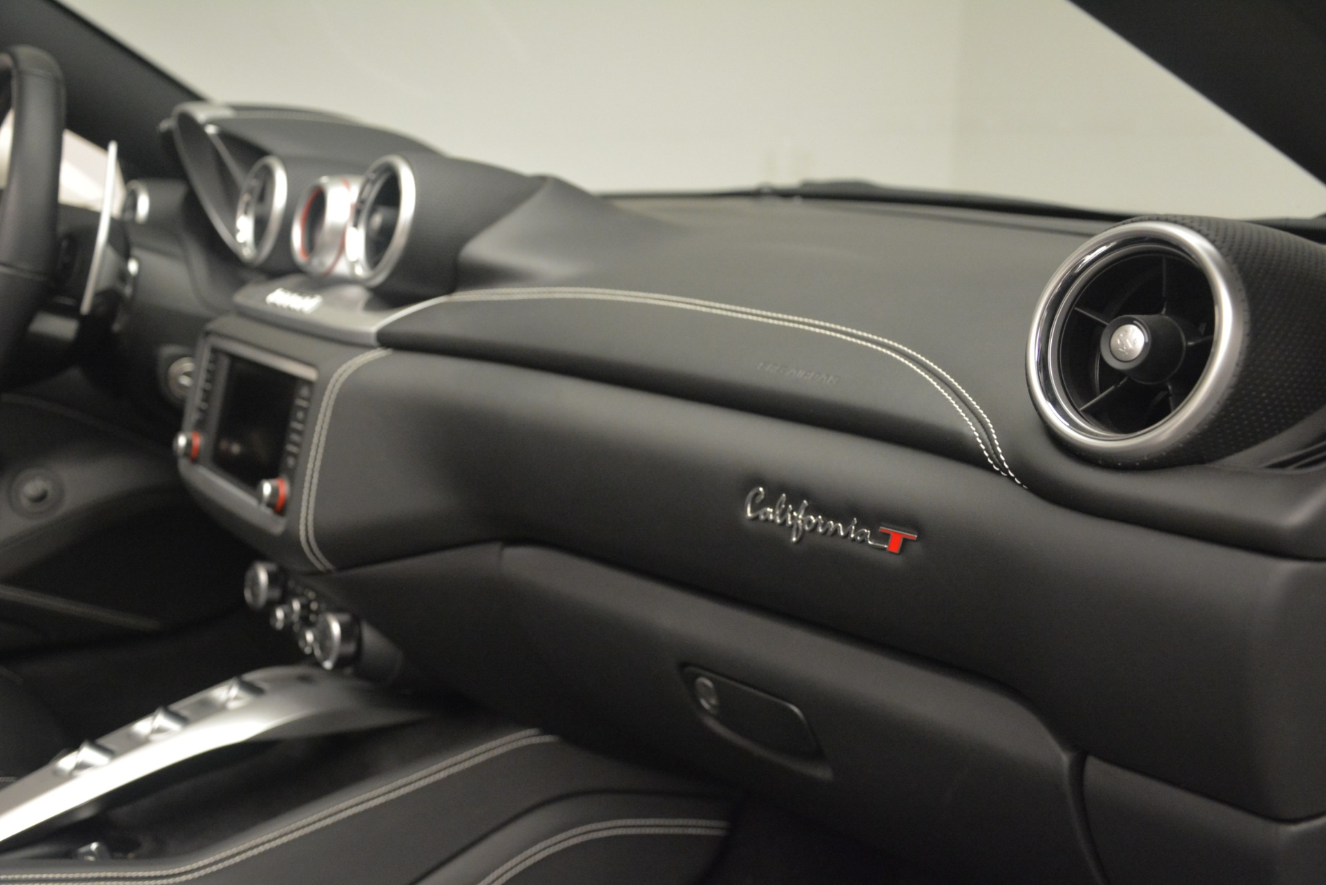 Used 2016 Ferrari California T  For Sale In Westport, CT 3256_p28