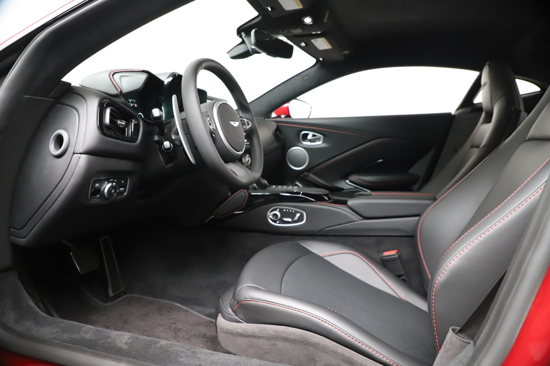 New 2020 Aston Martin Vantage V8 For Sale In Westport, CT 3343_p14