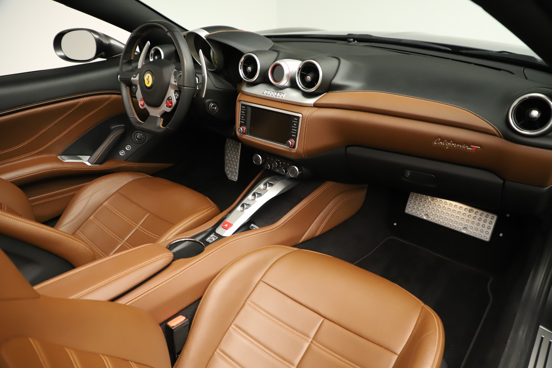 Used 2015 Ferrari California T  For Sale In Westport, CT 3354_p25