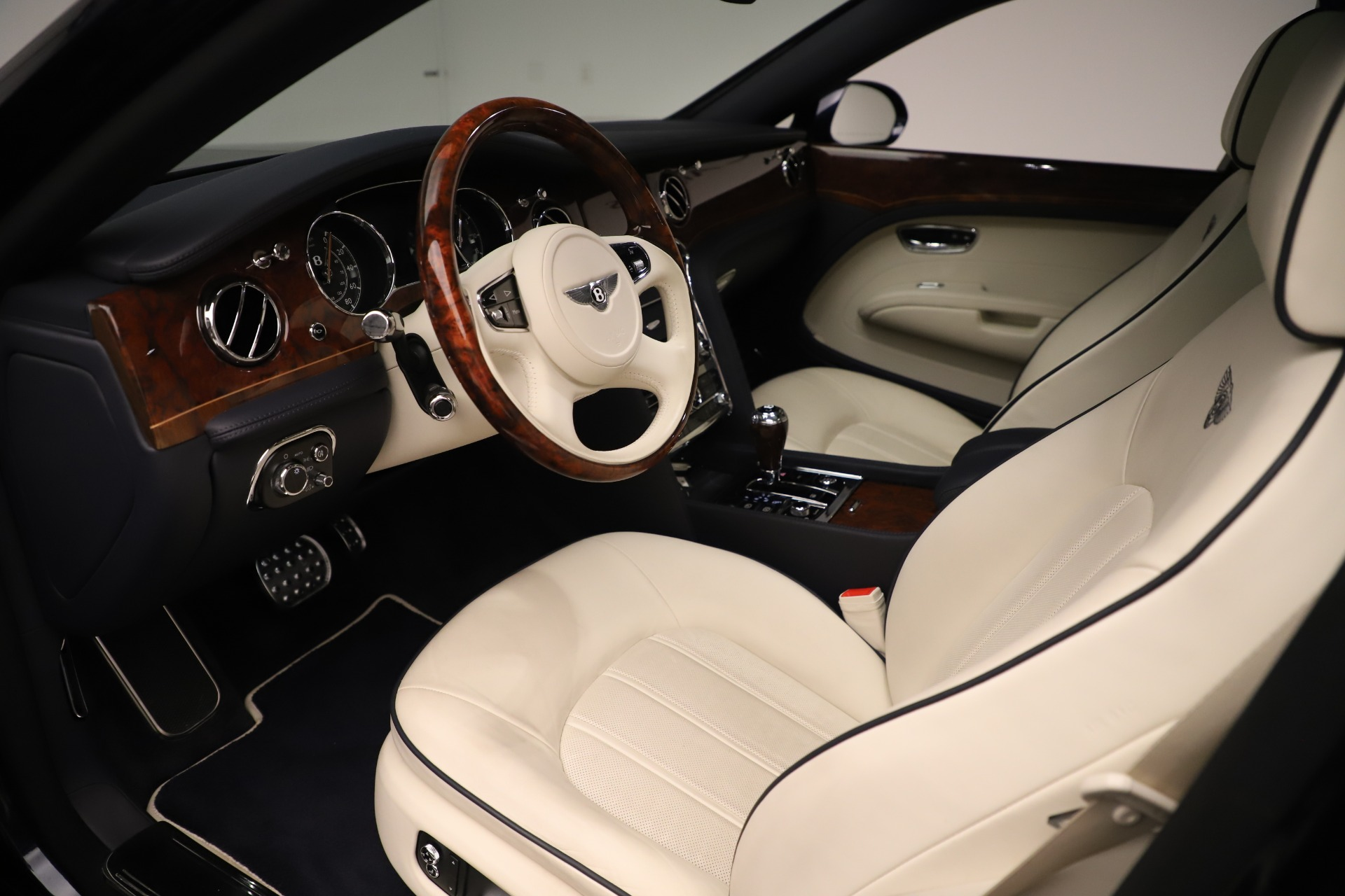 Used 2016 Bentley Mulsanne  For Sale In Westport, CT 3358_p17