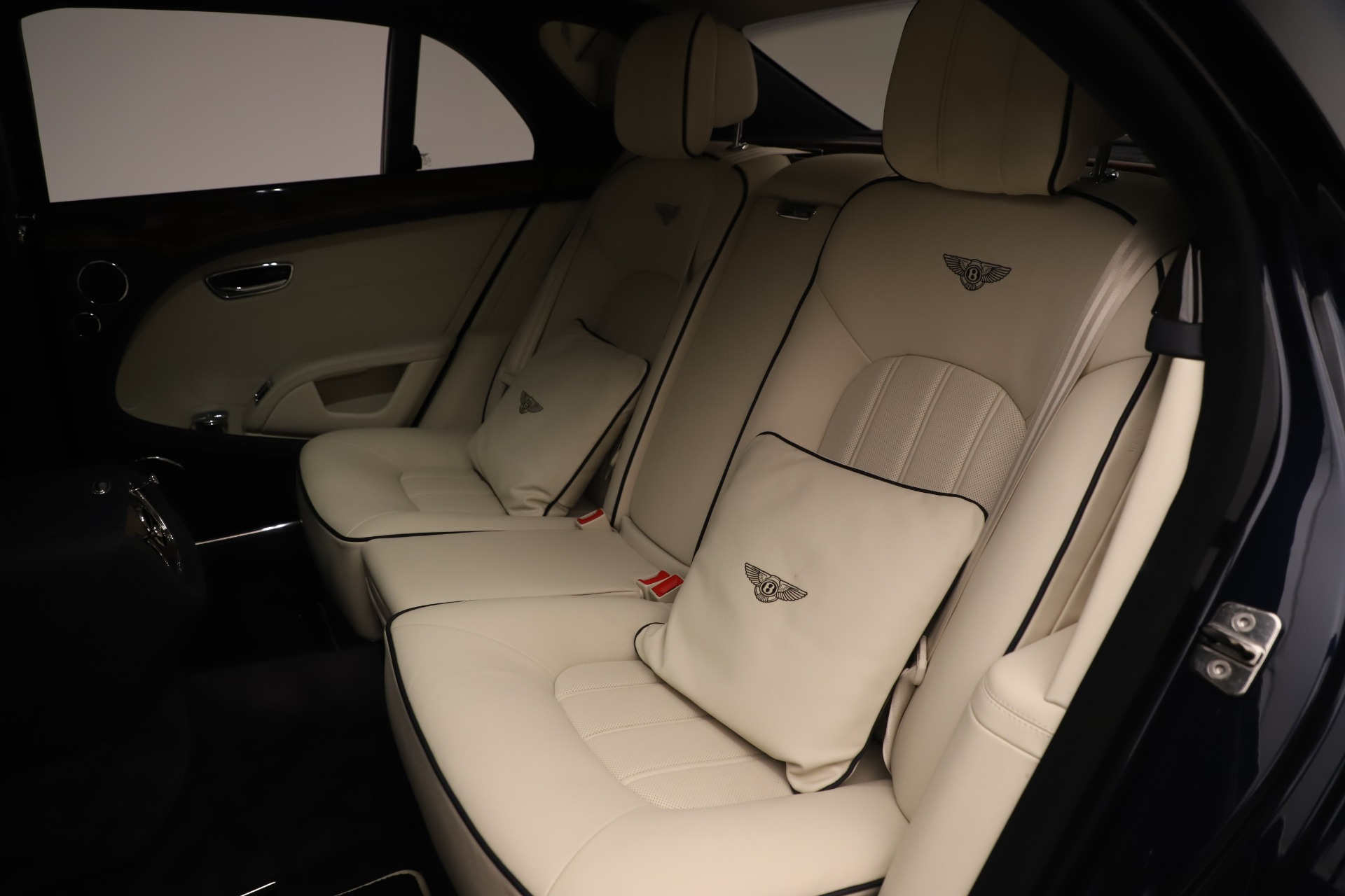 Used 2016 Bentley Mulsanne  For Sale In Westport, CT 3358_p22