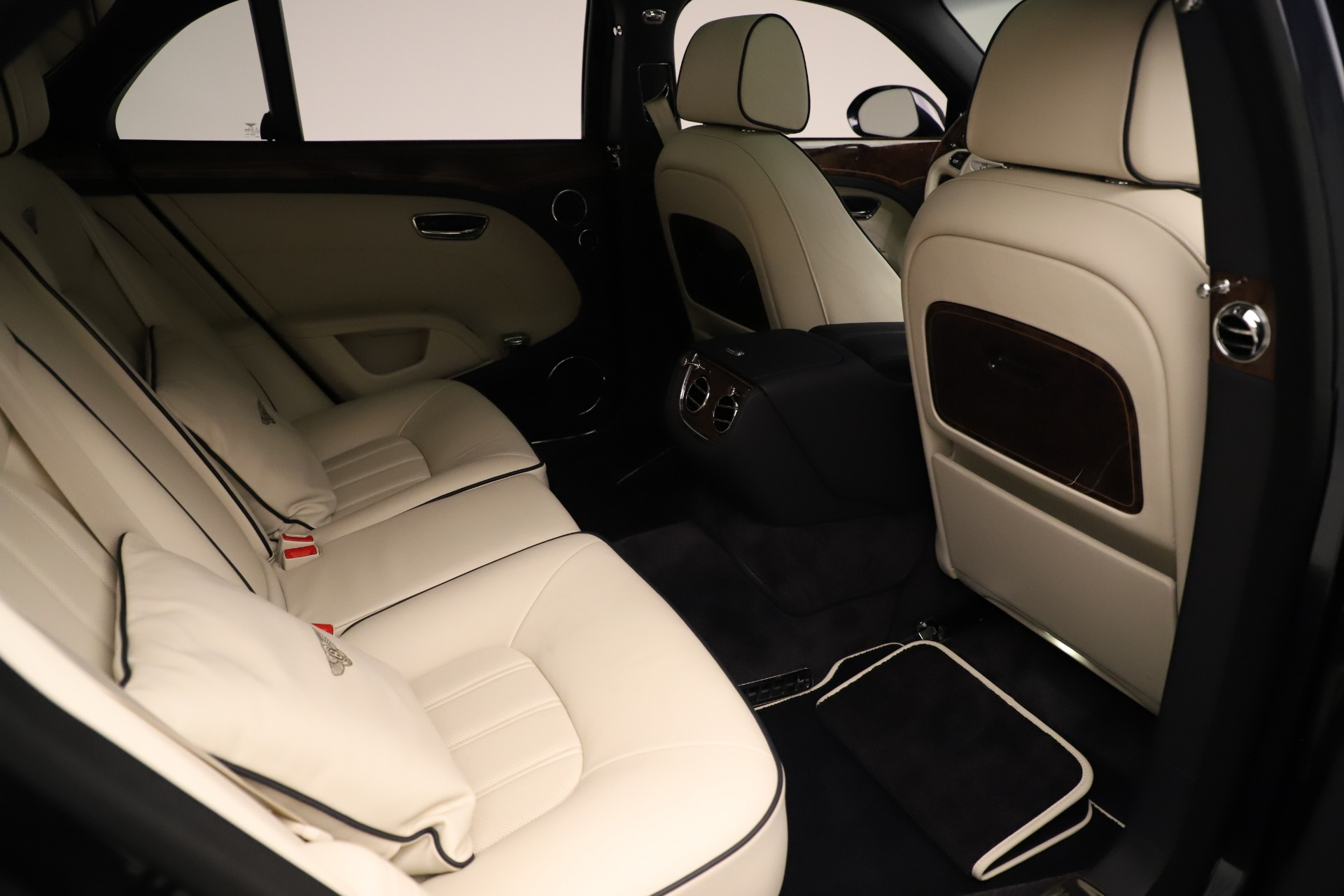 Used 2016 Bentley Mulsanne  For Sale In Westport, CT 3358_p28