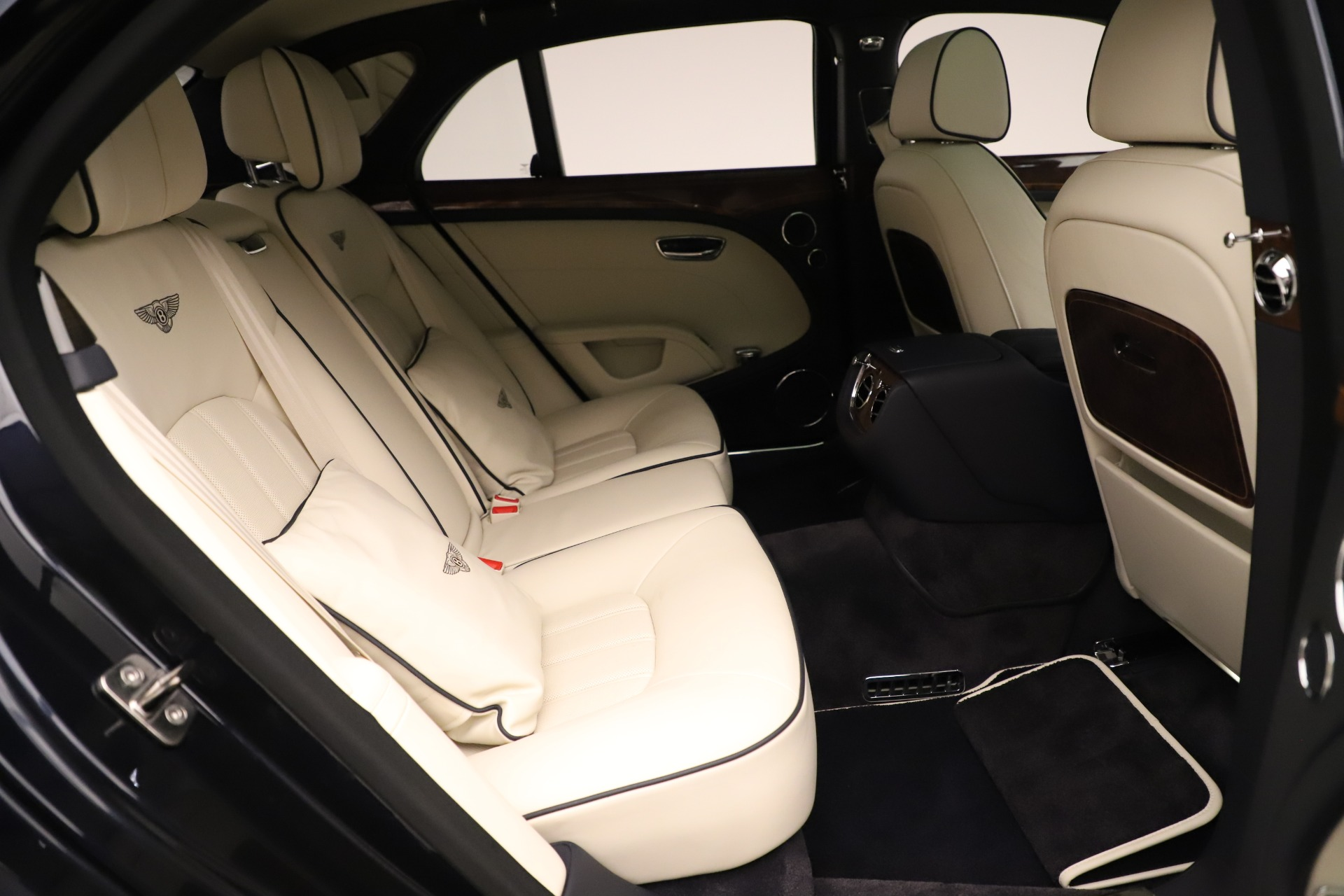 Used 2016 Bentley Mulsanne  For Sale In Westport, CT 3358_p29
